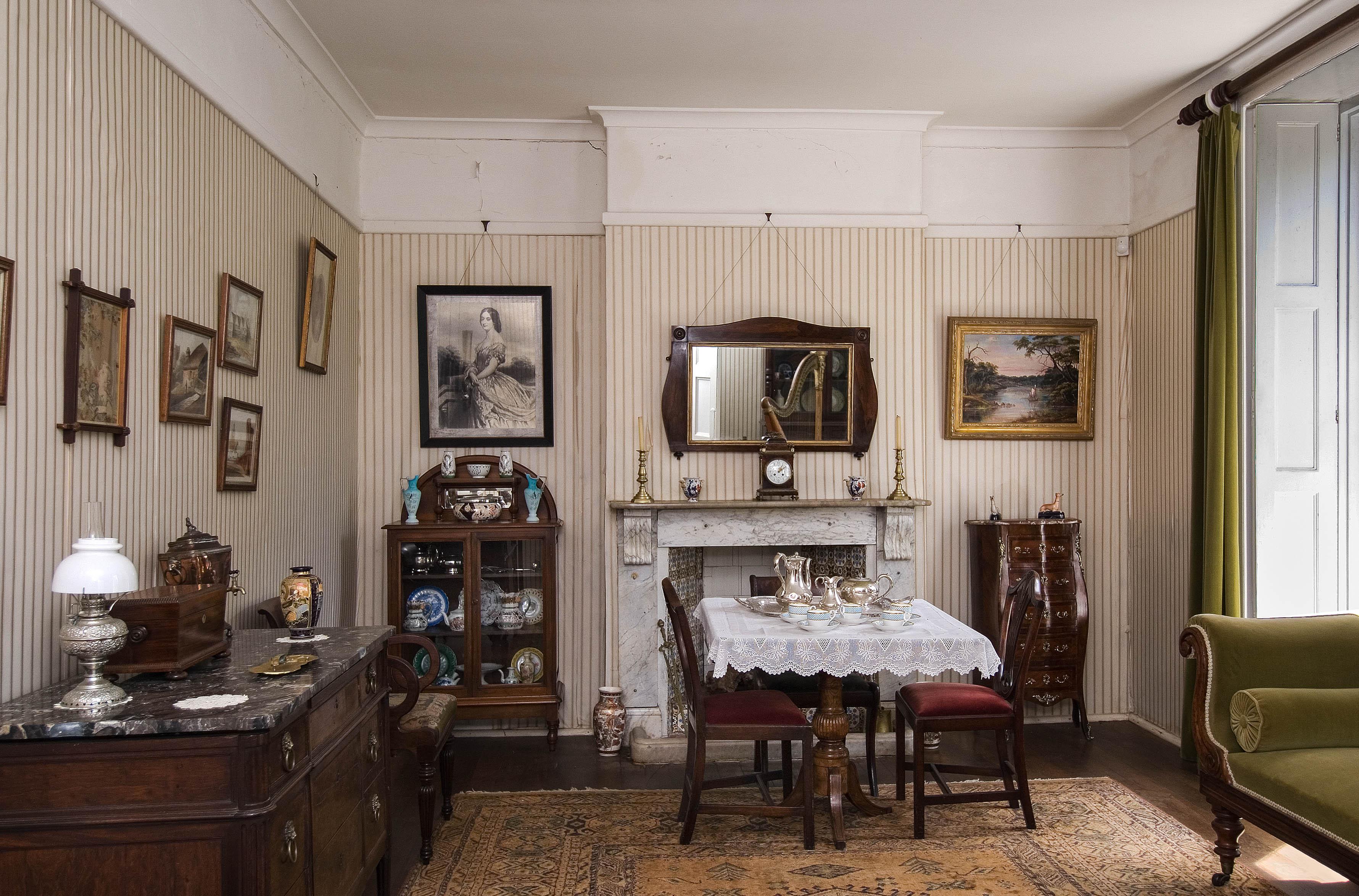 File:Old Farm, drawing room.jpg - Wikipedia
