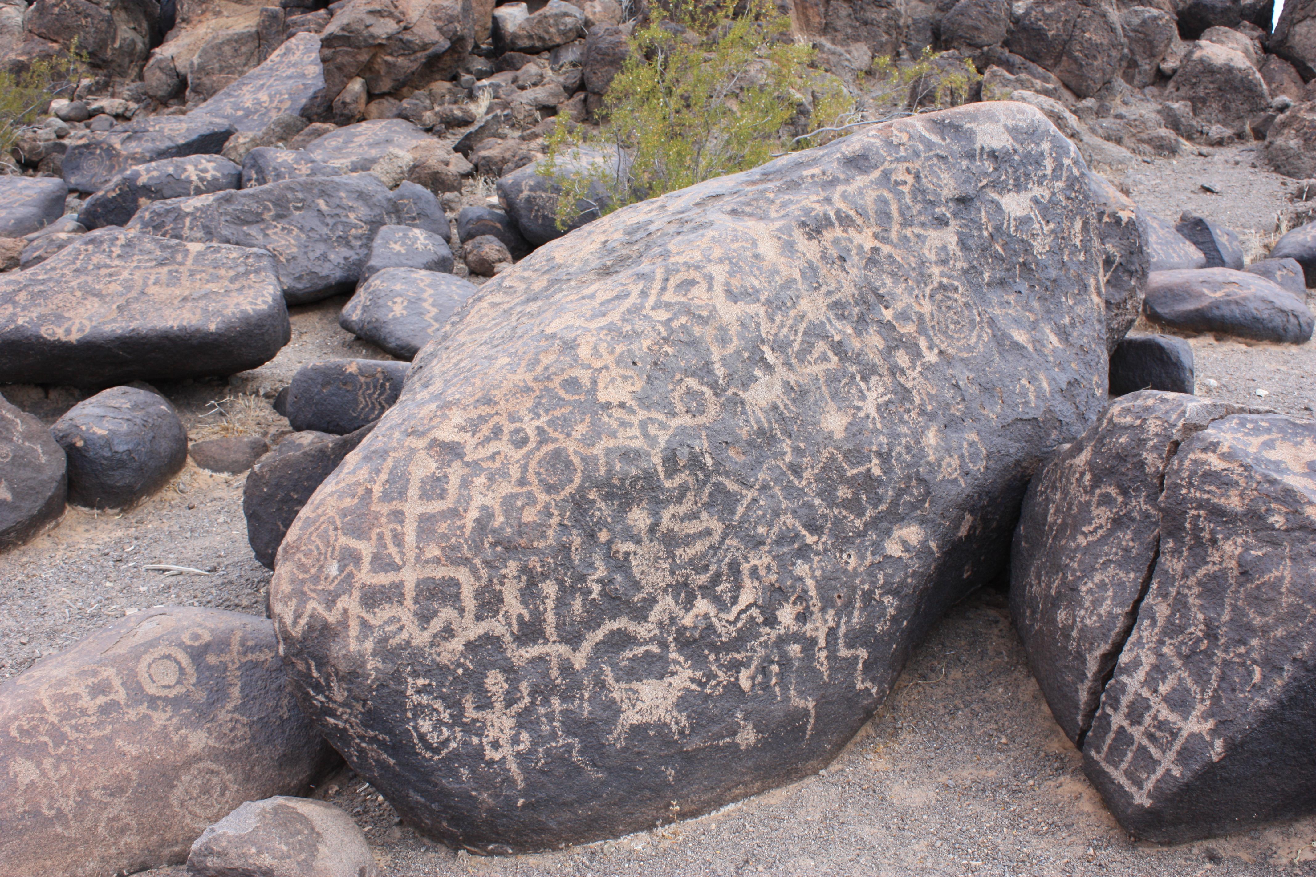 Description Painted Rocks Petroglyphs.jpg Rocks