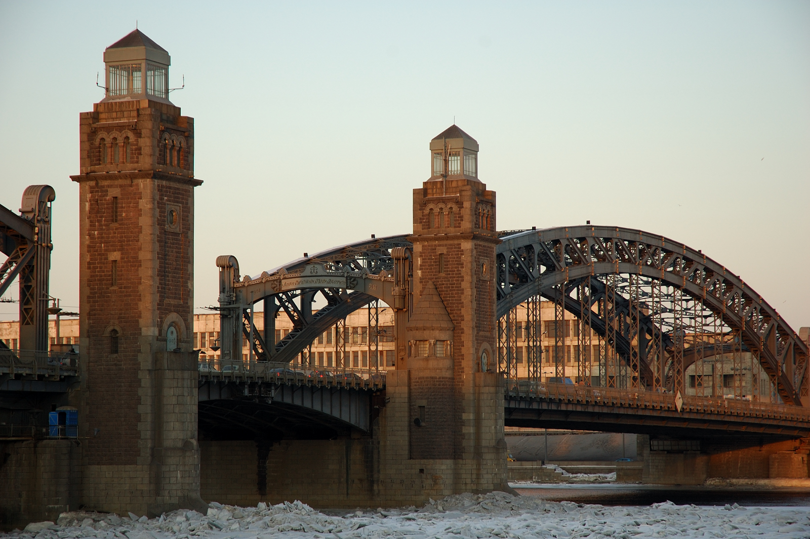 Мост Петра Великого в СанктПетербурге