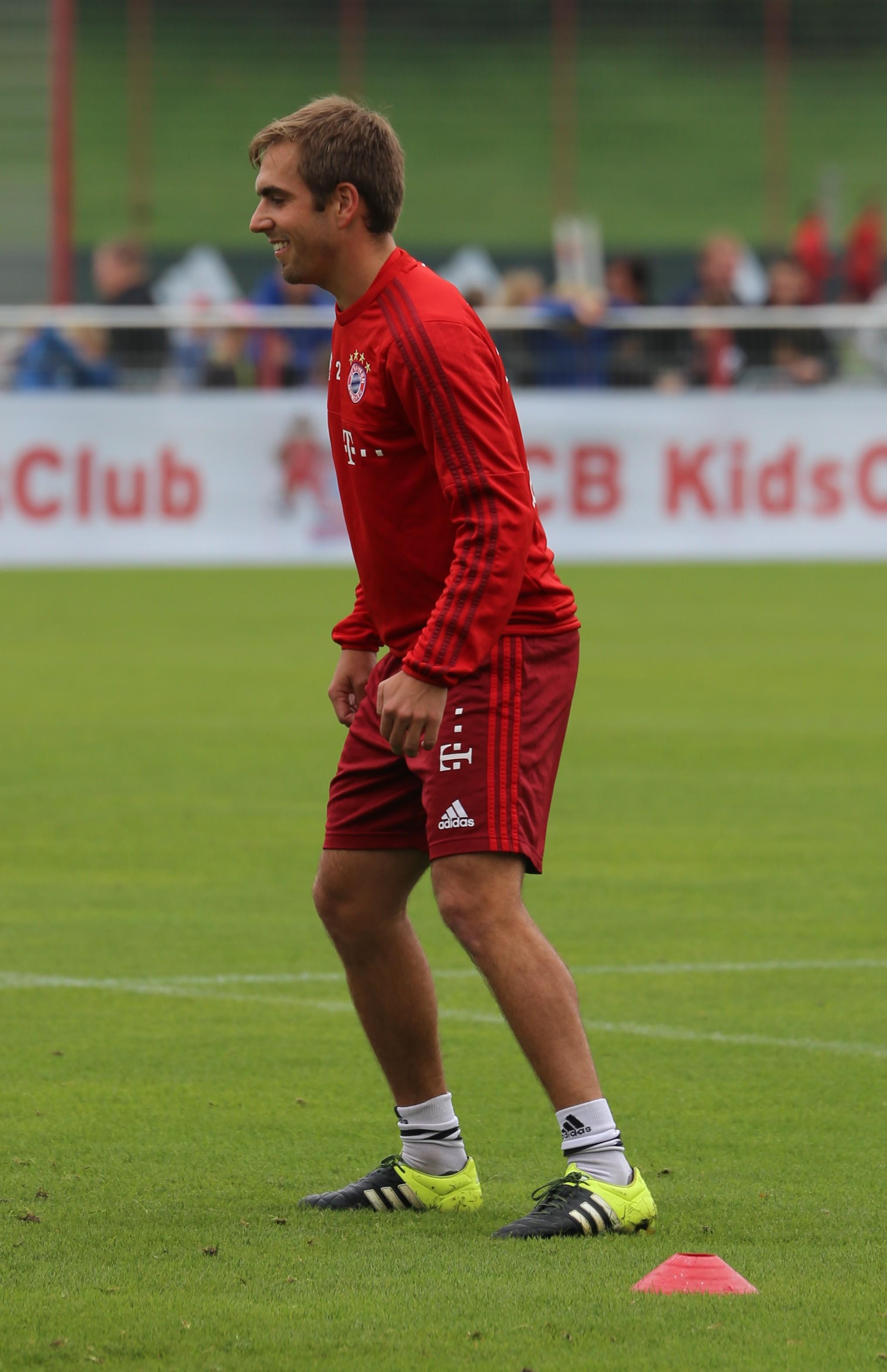 File Philipp Lahm Training FC Bayern München 1 Wikimedia mons