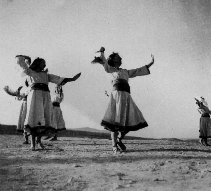 ריקוד בנות בחג הכרם