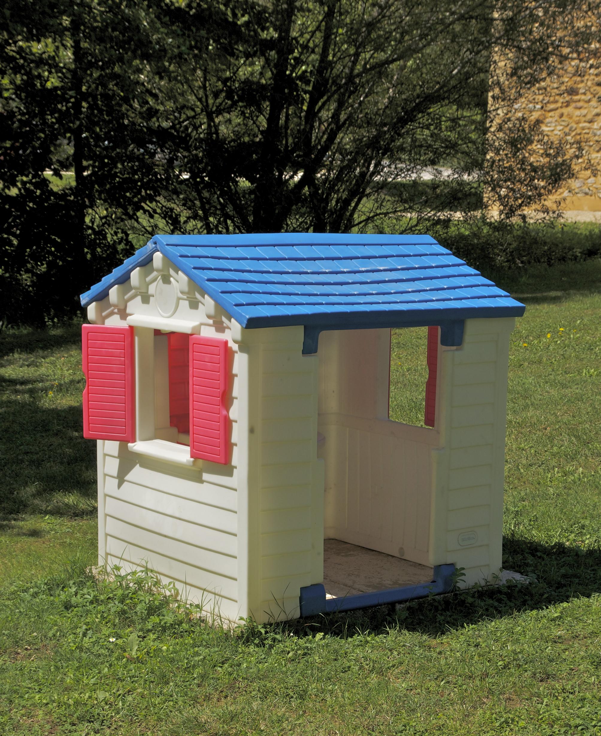 Make A House A Home File Plastic House Jpg Wikimedia Commons