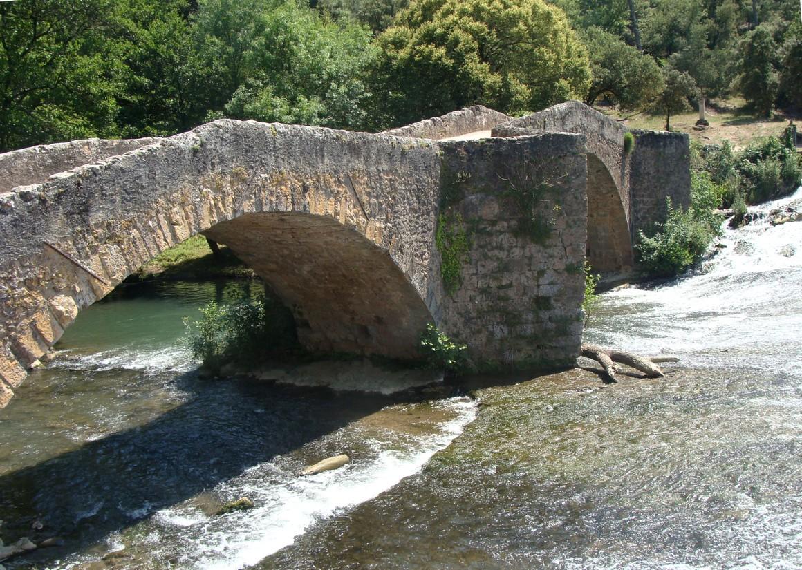 Pont_ancien_sur_le_Caramy