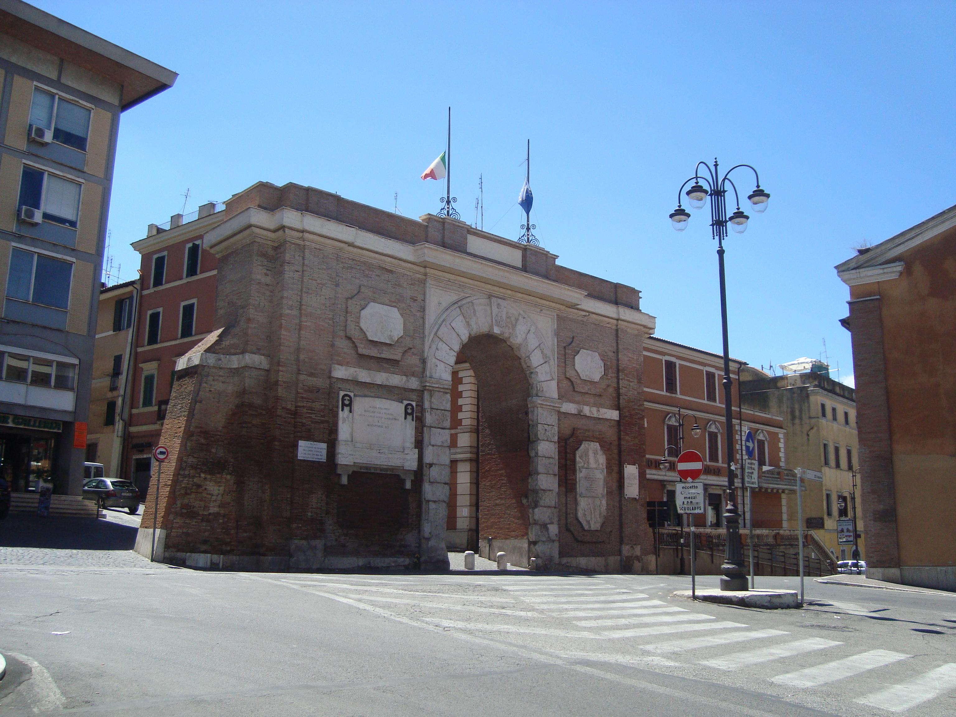 File porta garibaldi di monterotondo jpg wikimedia commons for Affitto roma porta di roma