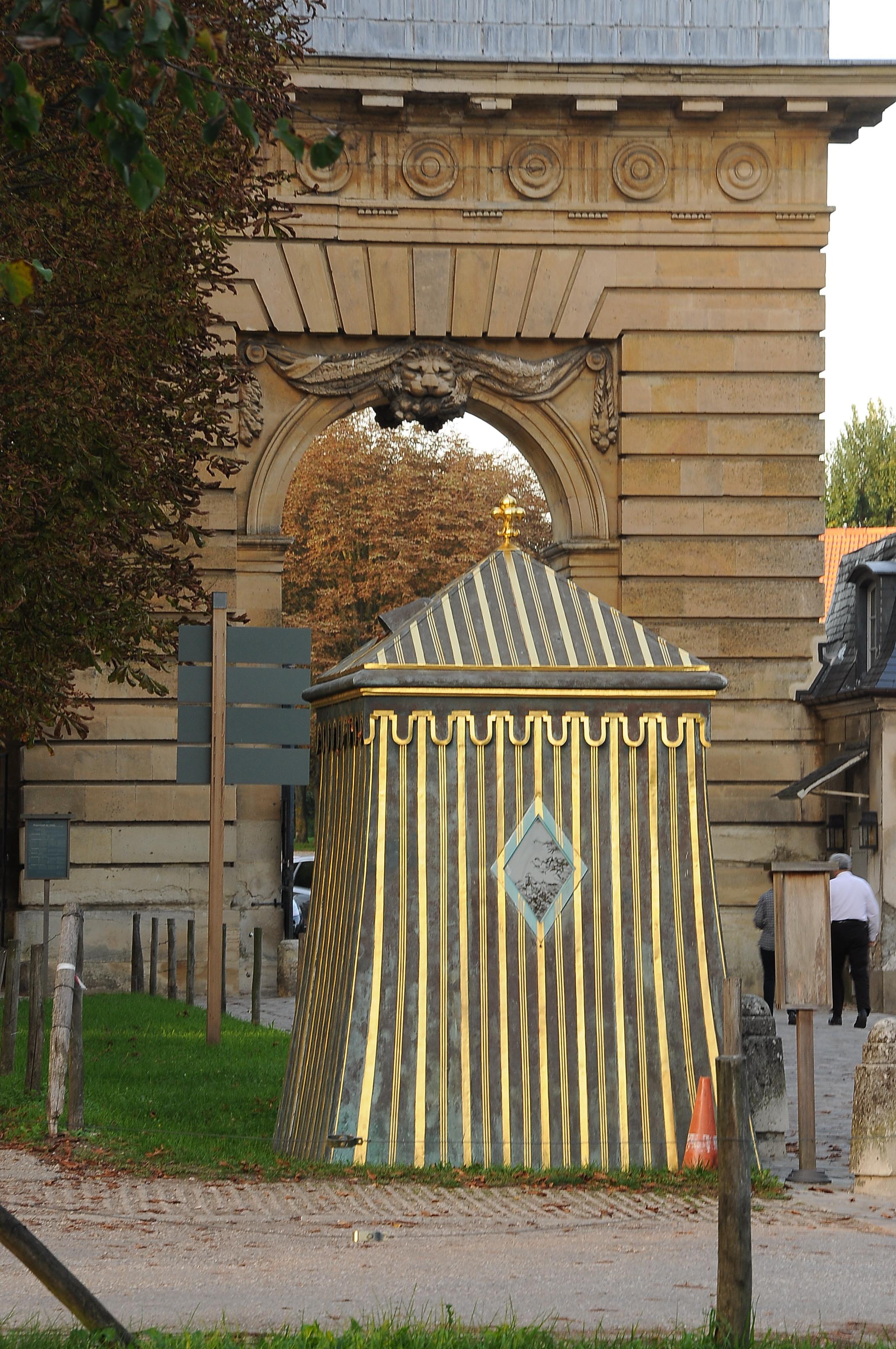 File porte saint antoine versailles 008 jpg wikimedia for Porte saint antoine