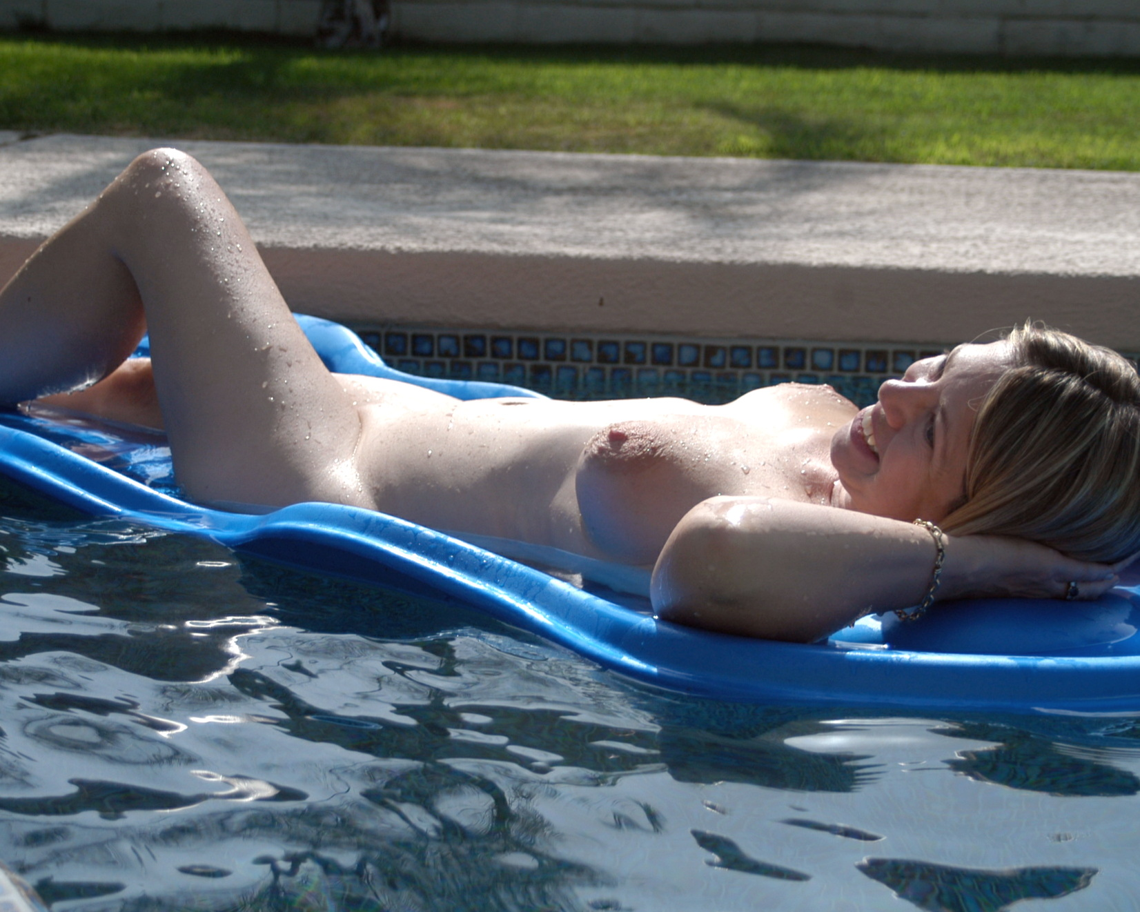 nudist rec center relaxation) File:Relaxing at Terra Cotta Inn Nudist Resort Palm Springs.jpg