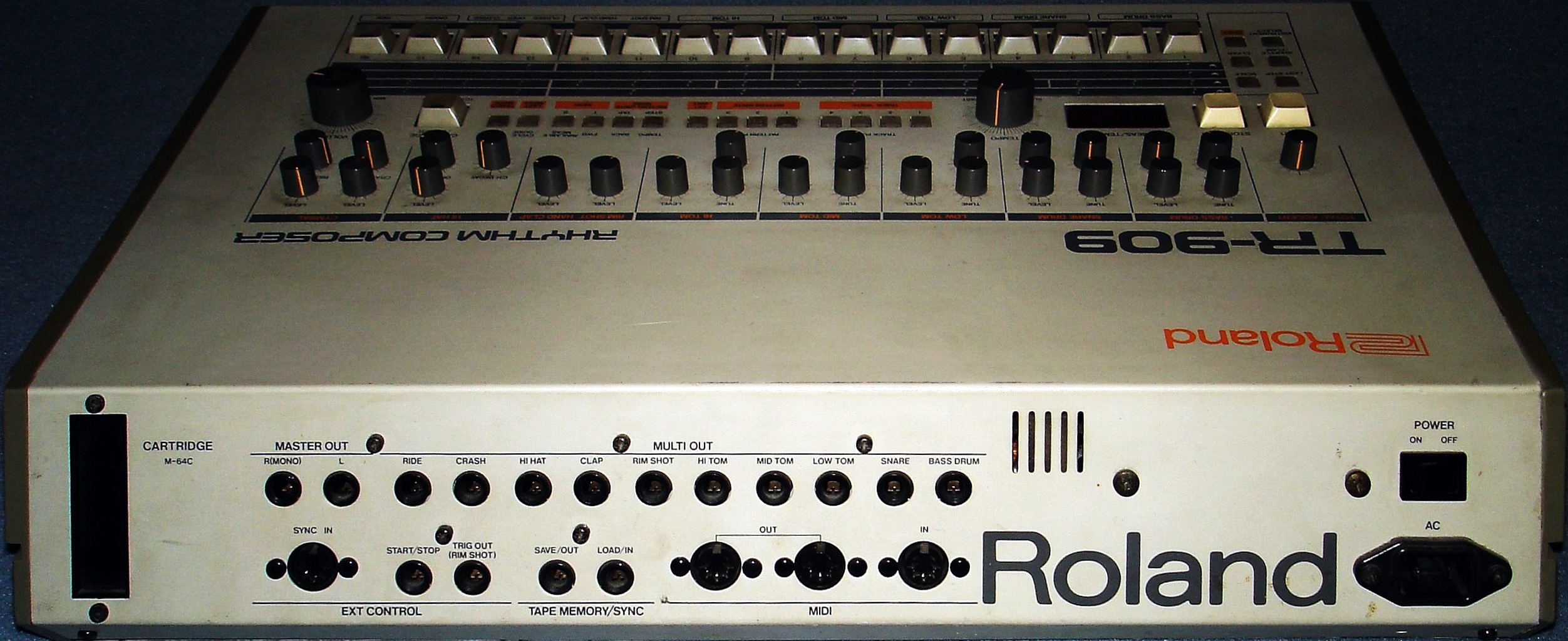 File:Roland TR-909 rear.png
