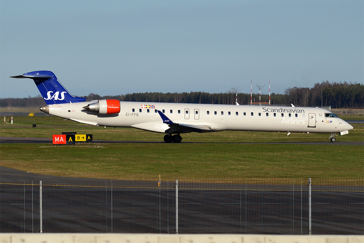 File:SAS, EI-FPB, Bombardier CRJ-900LR (40023050720) jpg