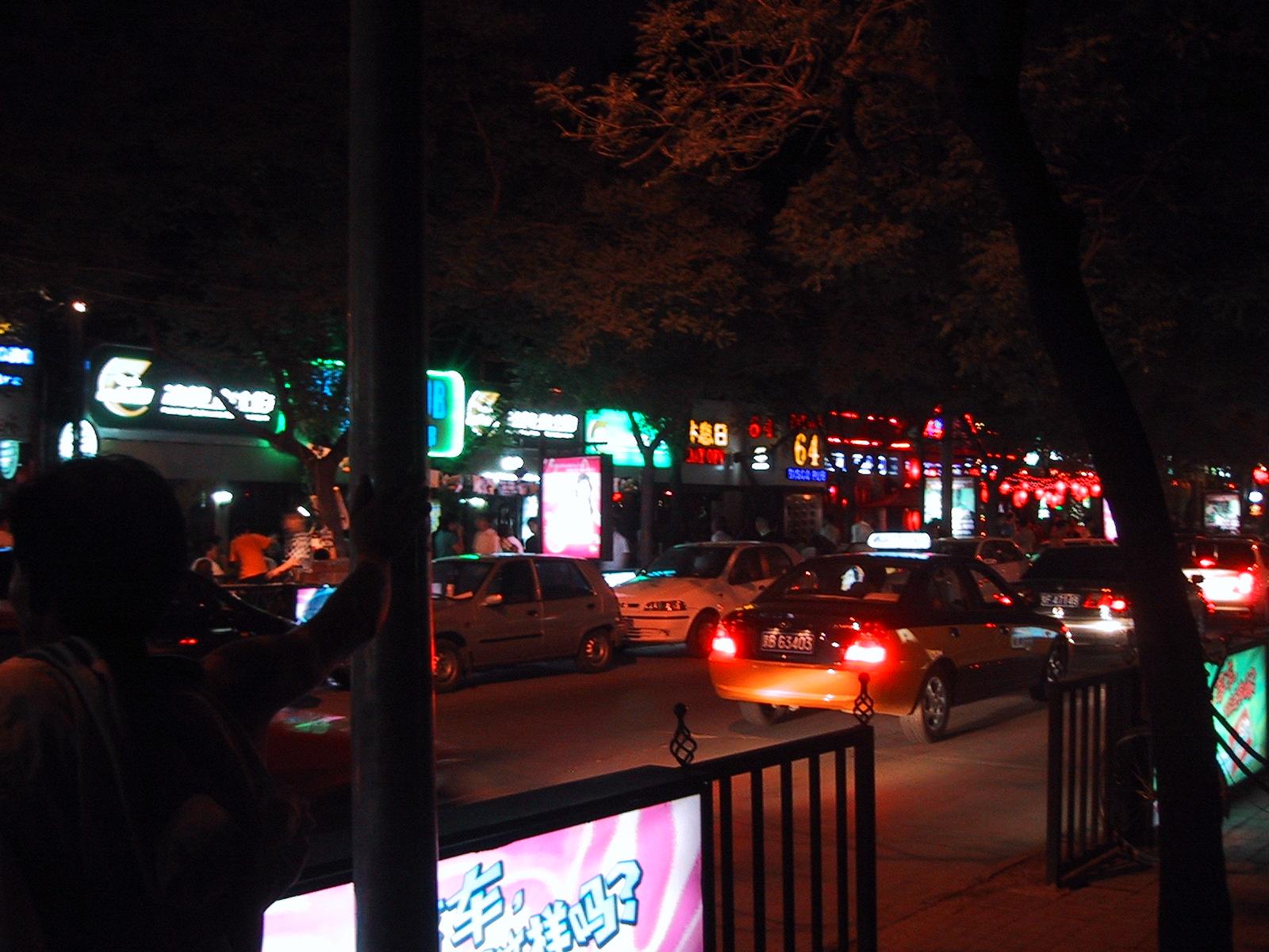 Sanlitun Night 2005.jpg
