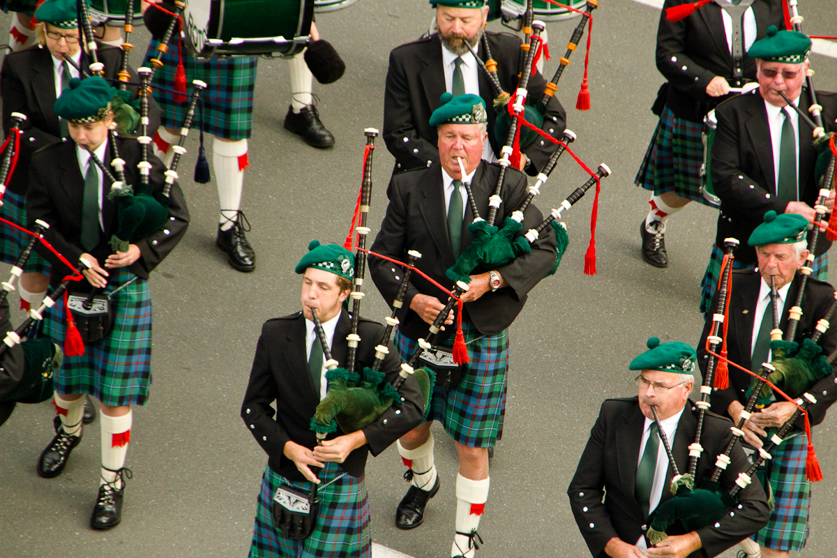 file scottish bagpipers 4273 jpg wikimedia commons