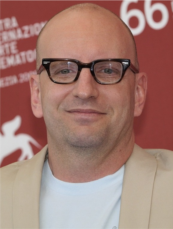 The 55-year old son of father Peter Soderbergh and mother Mary Ann Soderbergh, 183 cm tall Steven Soderbergh in 2018 photo