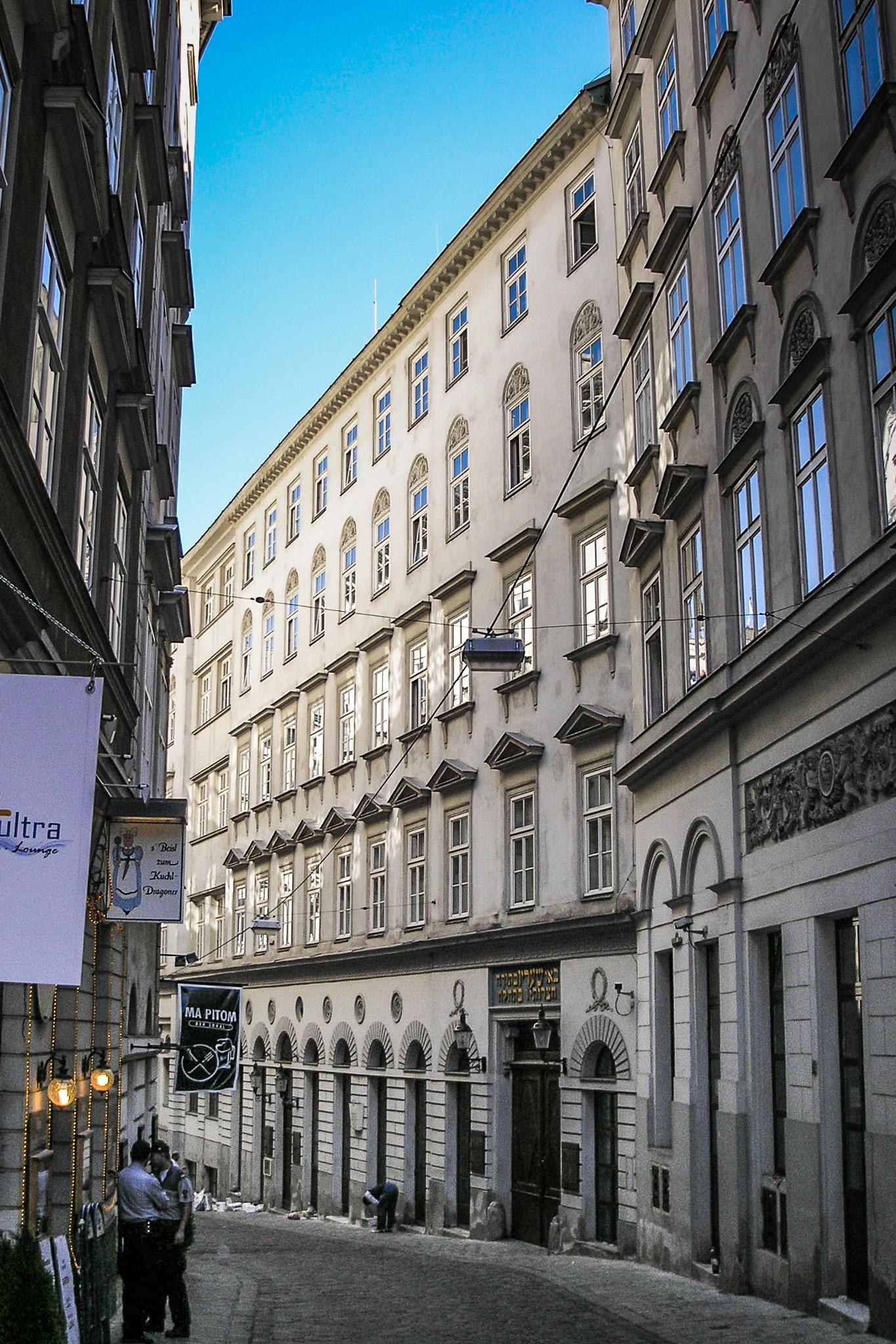 Stadttempel Vienna September 2006 013.jpg