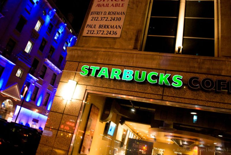 'Hero' Citizen Attacks Knife-Wielding Robber at Starbucks