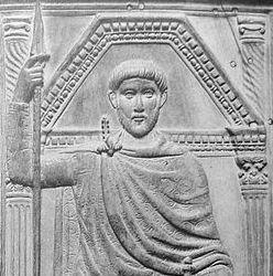 Detalle de un díptico con un bajorreliebe de marfil en el que aparece el general Estilicón