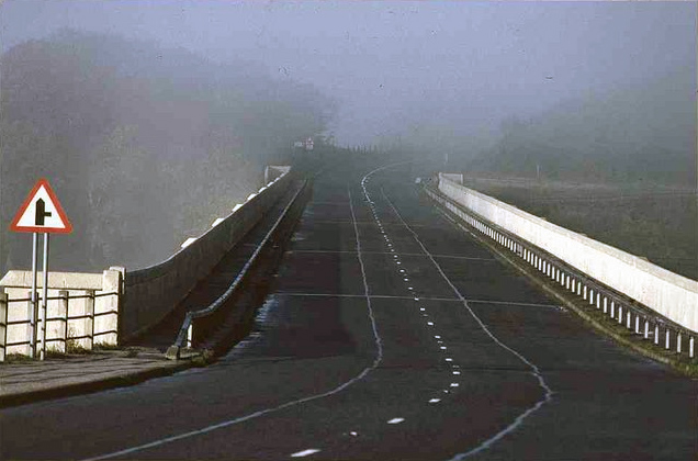 File:The Ashopton Viaduct on a misty morning - geograph.org.uk - 559778.jpg