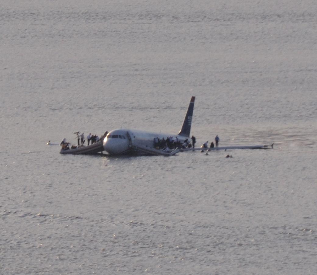 File:US Airways Flight 1549 (N106US) after crashing into the Hudson River (crop 1).jpg