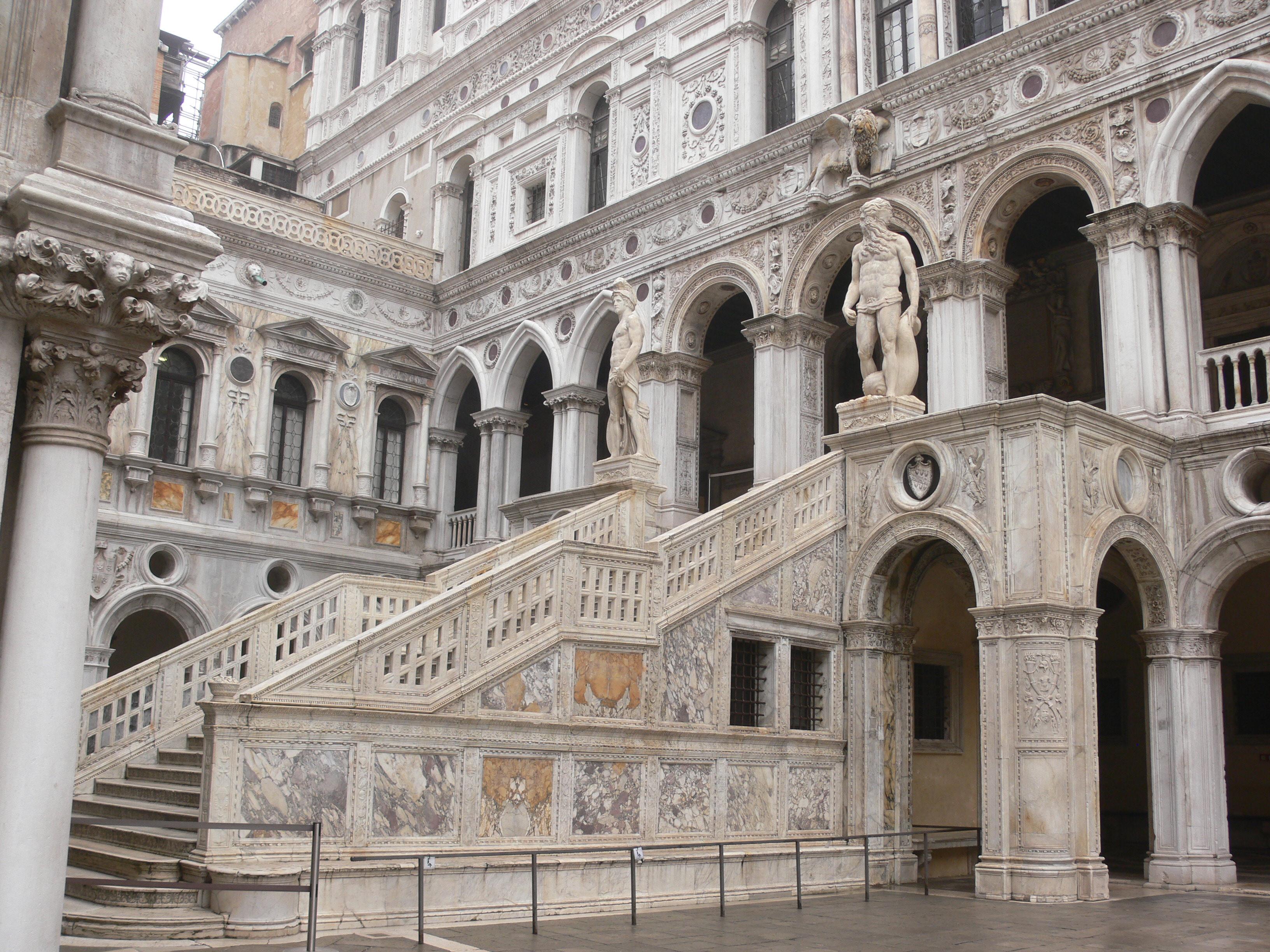 File venezia palazzo ducale courtyard scala dei for Architecture venise