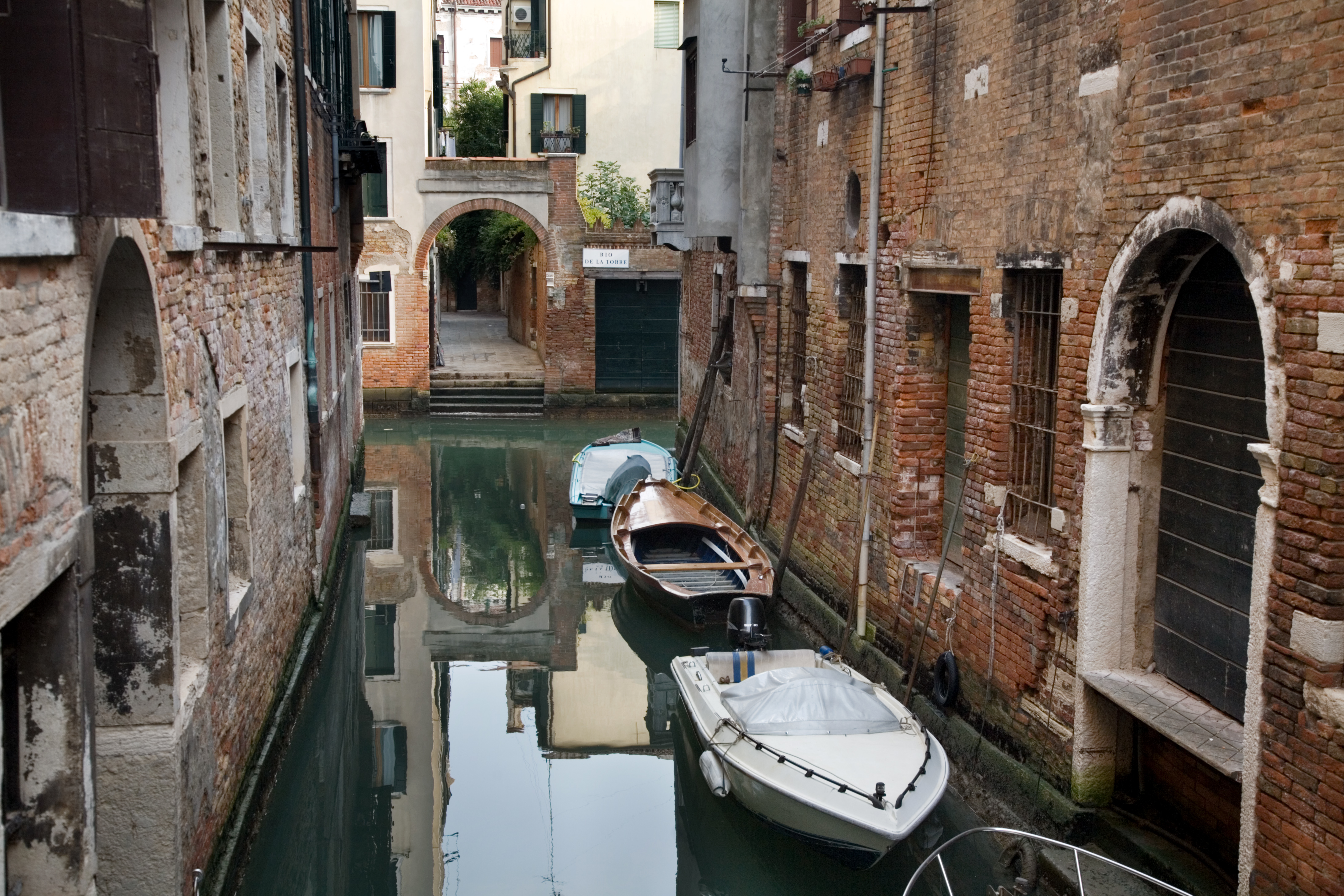 File:Venice - Street scene - 4589.jpg - Wikimedia Commons
