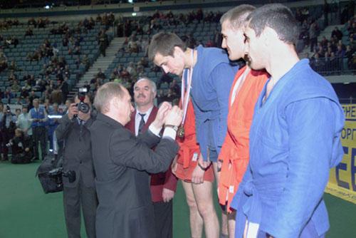 File:Vladimir Putin in Saint Petersburg 9-10 April 2001-17.jpg