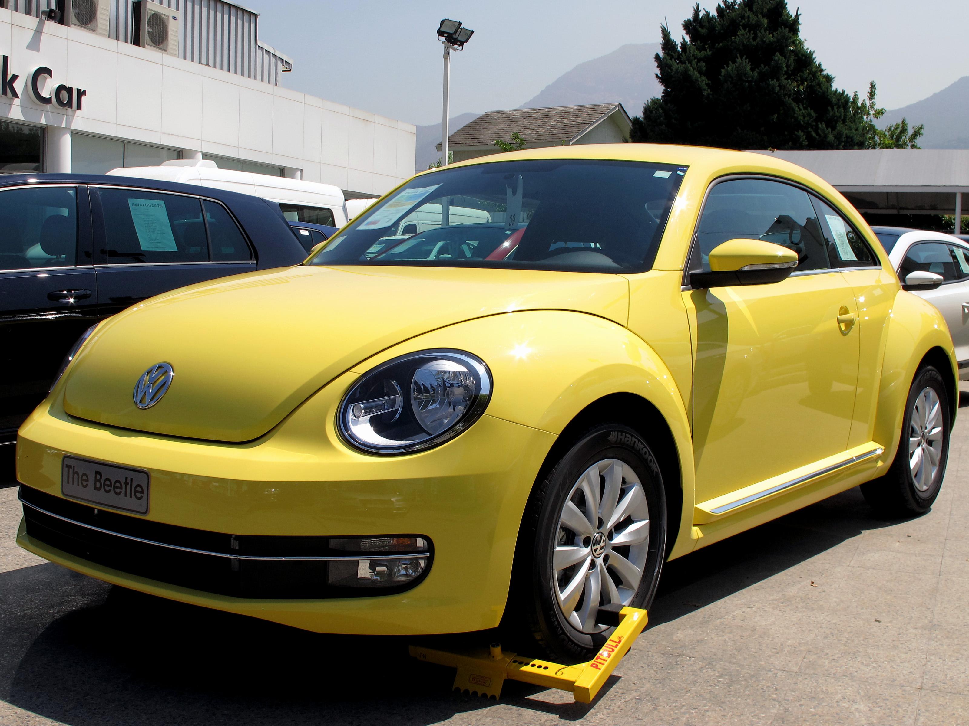 file volkswagen beetle 1 4 tsi design 2015 16740071304. Black Bedroom Furniture Sets. Home Design Ideas