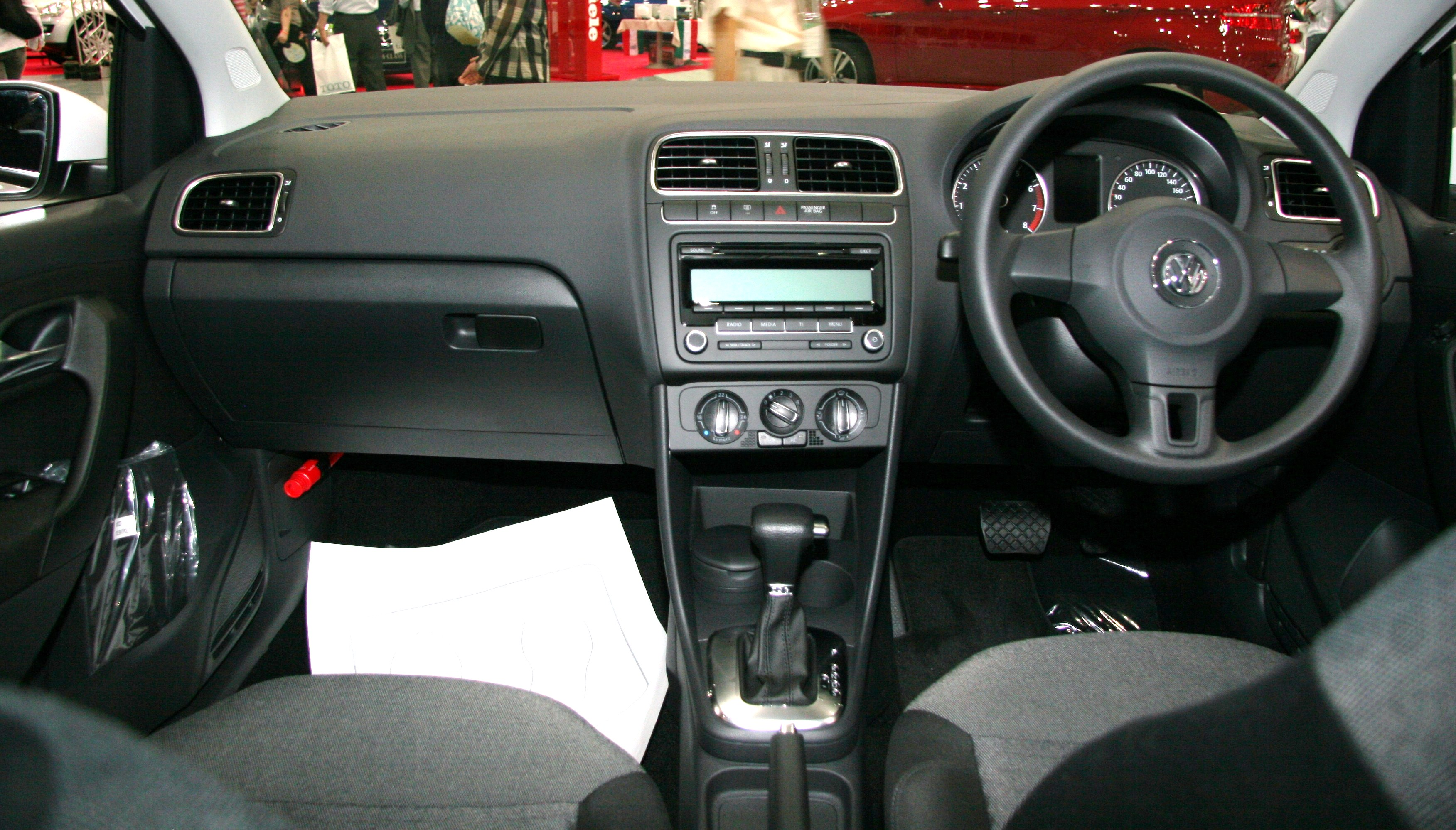File:Volkswagen Polo V interior.jpg - Wikimedia Commons