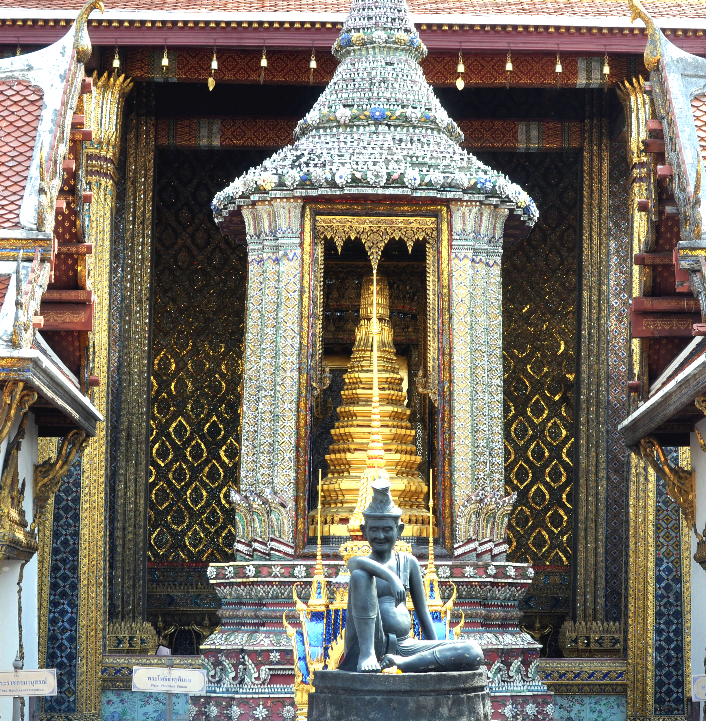 Wat_Phra_Kaew_entrance_photo_D_Ramey_Log