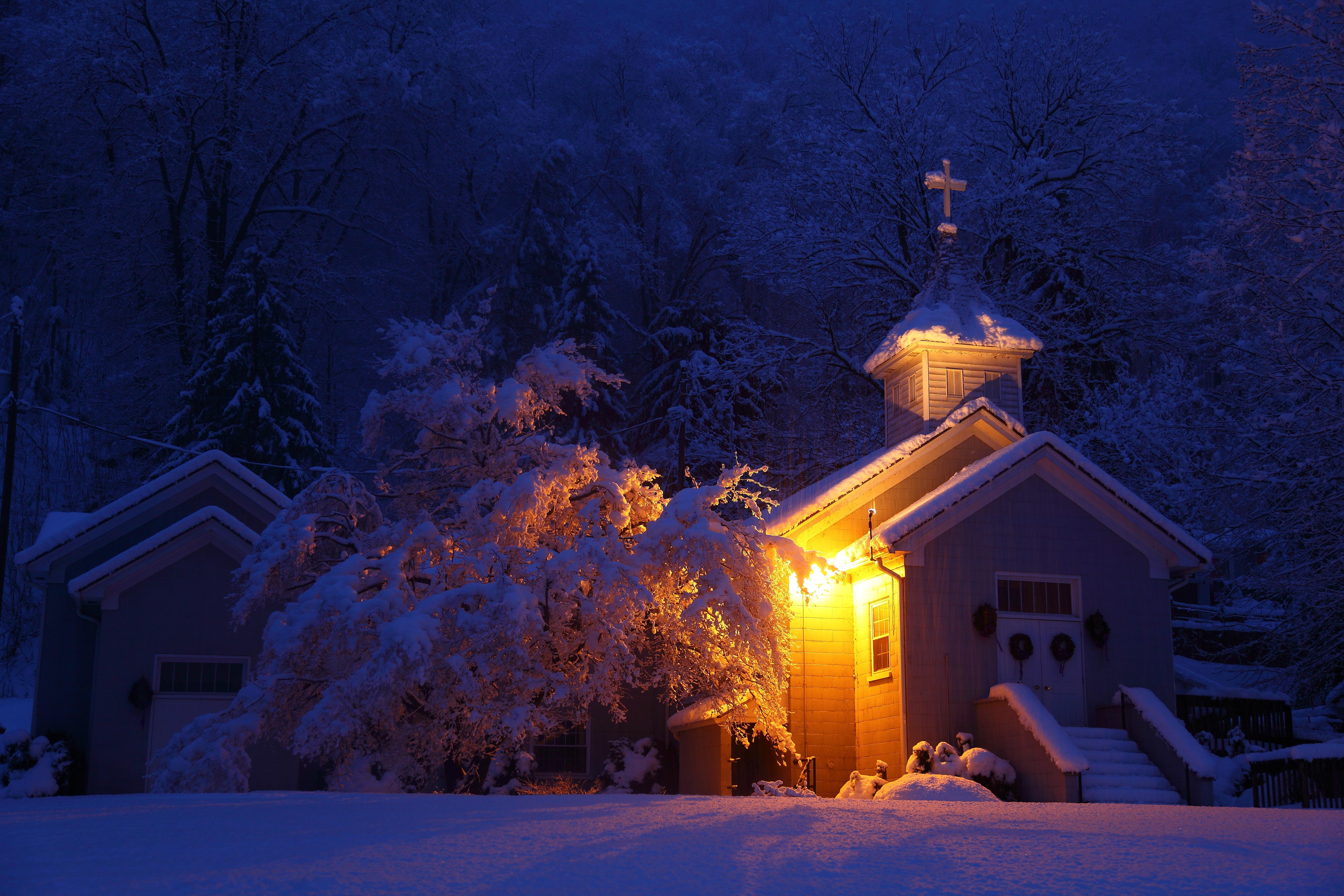 Night snow storm wallpaper
