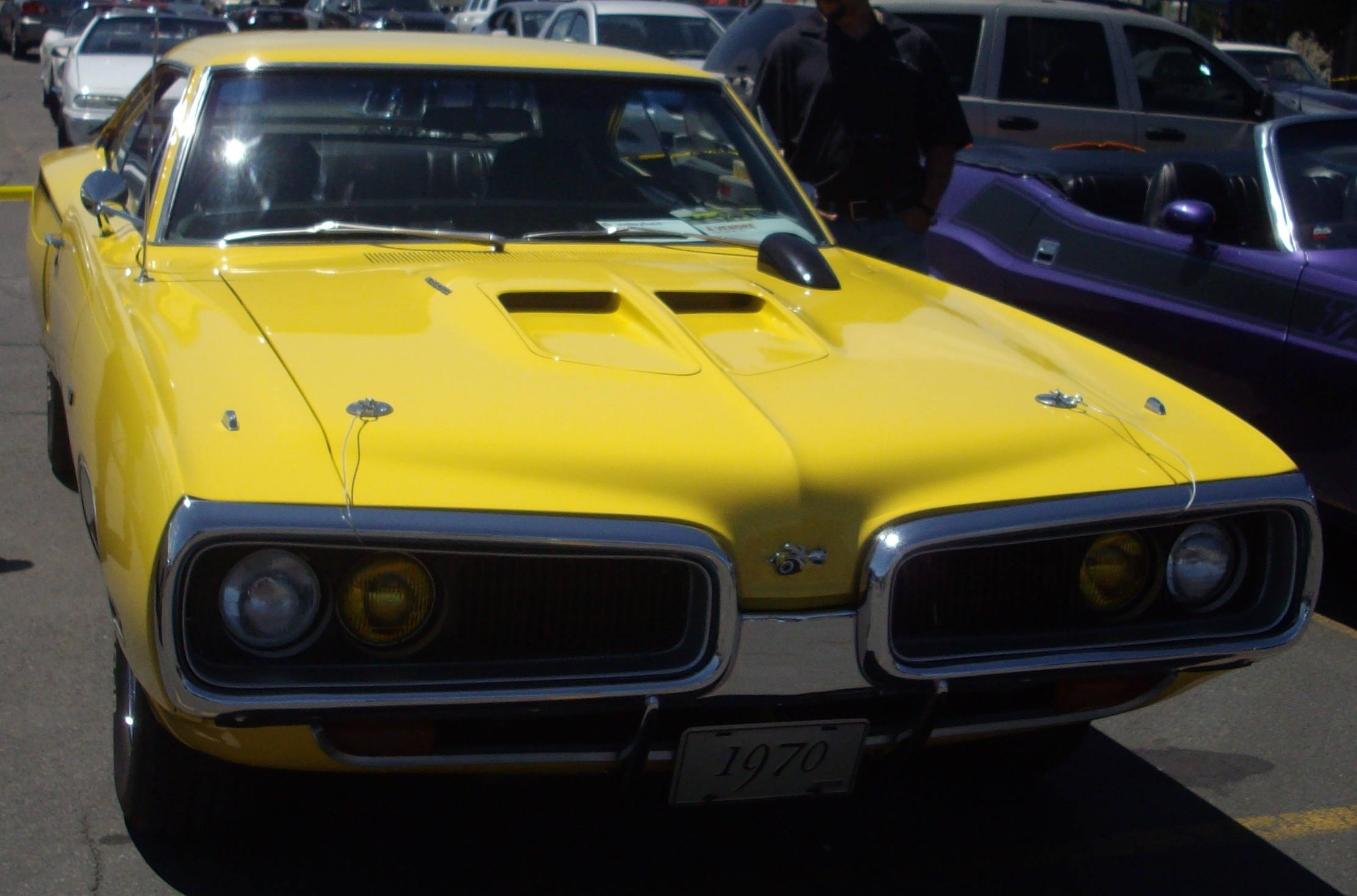 dodge charger 1970 quebec with File '70 Dodge Super Bee  Rassemblement Mopar Valleyfield '12 on File '70 Dodge Super Bee  Rassemblement Mopar Valleyfield '12 besides Ford Torino Gt 1970 additionally Sale as well 10 Amazing Muscle Car Barn Finds That Youd Love To Restore additionally Dodge Charger Saison 2013.