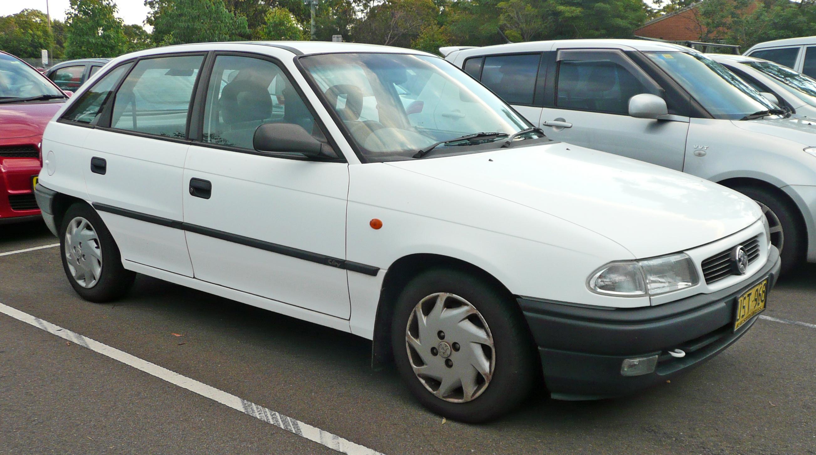 Holden Astra Tr Manual Coupe Turbo Fuse Box File 1996 1998 City 5 Door Hatchback 06 Rh Commons Wikimedia Org Sedan