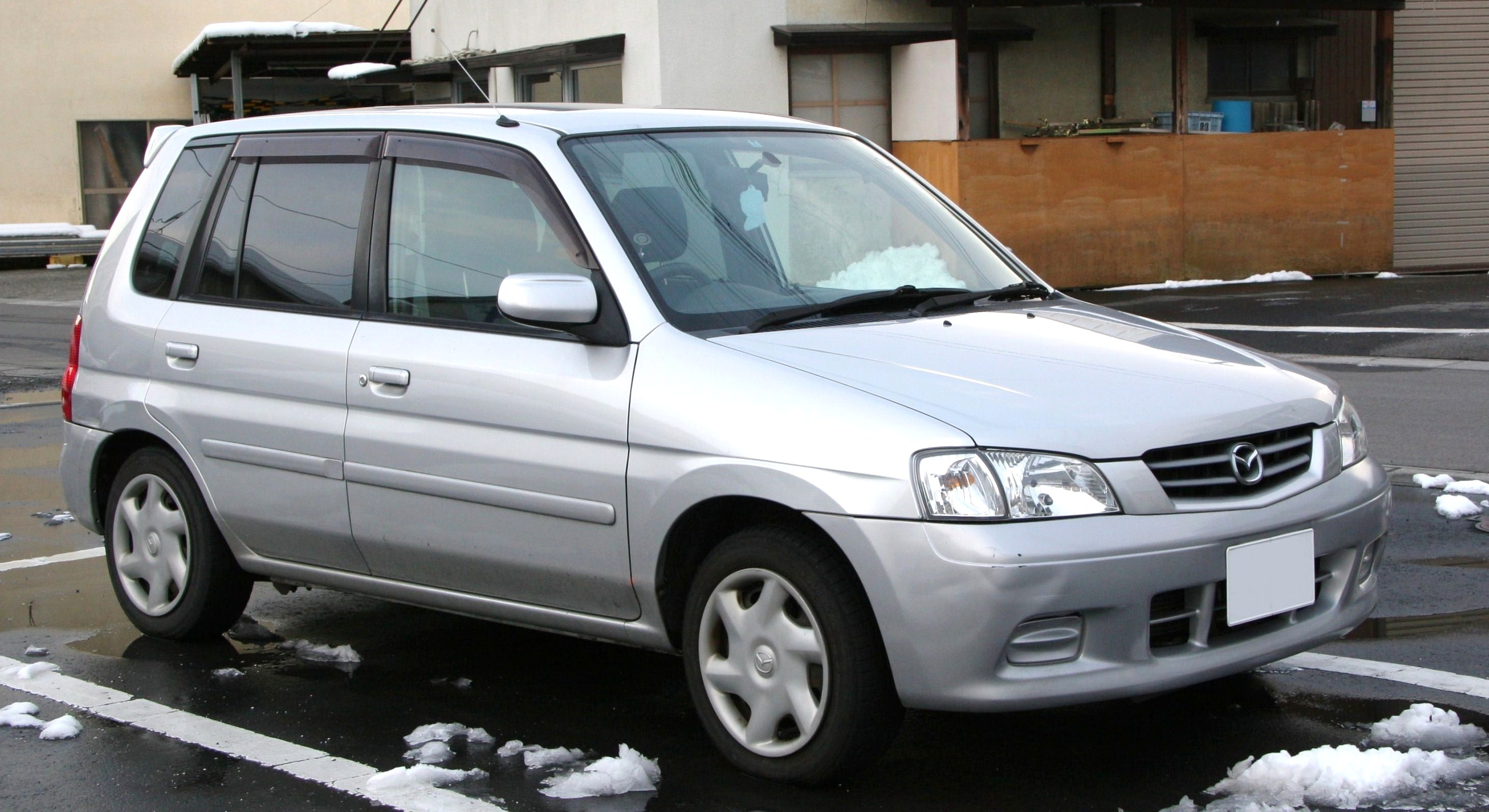 File 1999 2001 Mazda Demio Jpg Wikimedia Commons