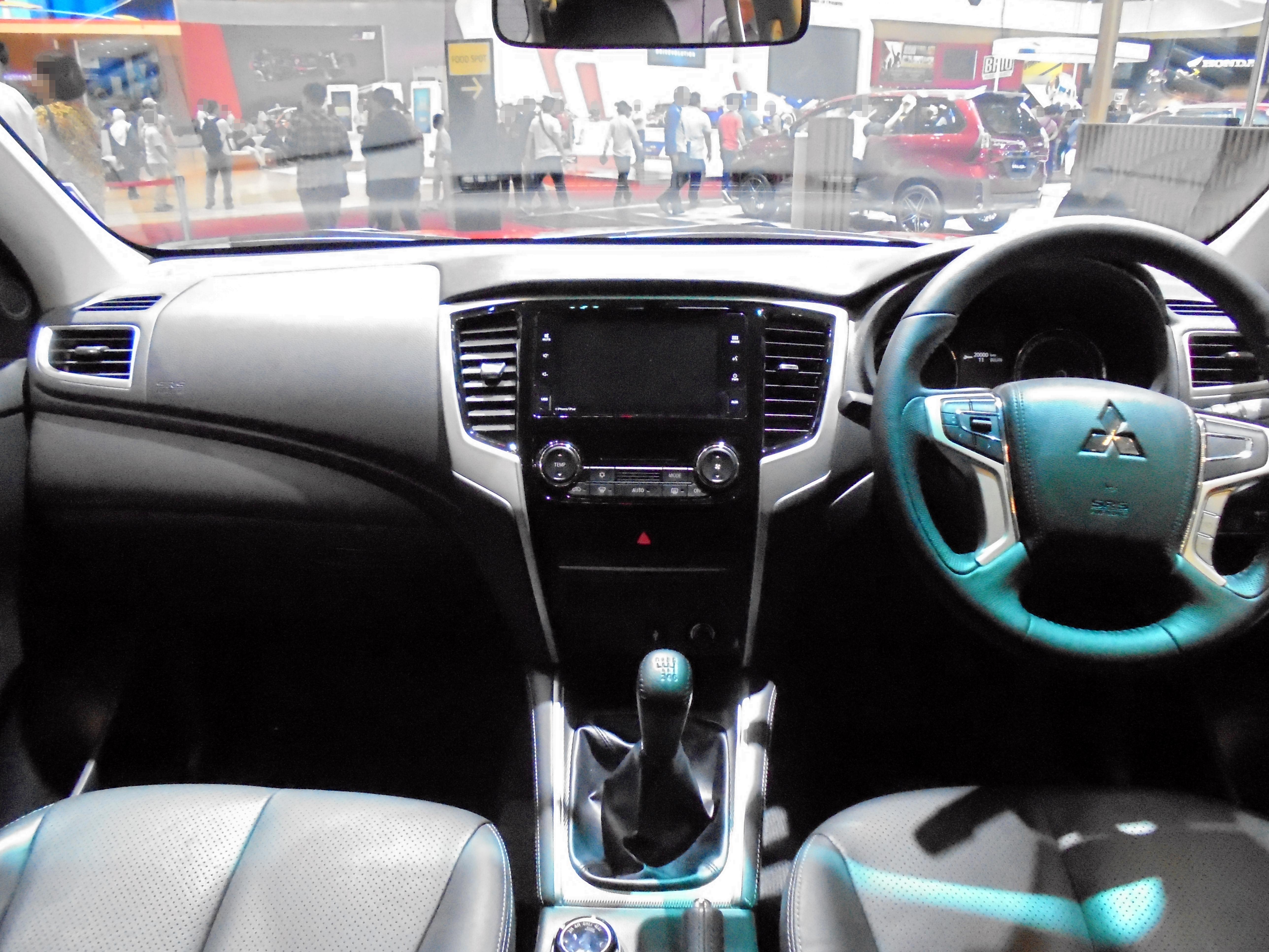 File 2019 Mitsubishi Triton Exceed 4x4 2 4 Kl1tj Interior 20190722 Jpg Wikimedia Commons