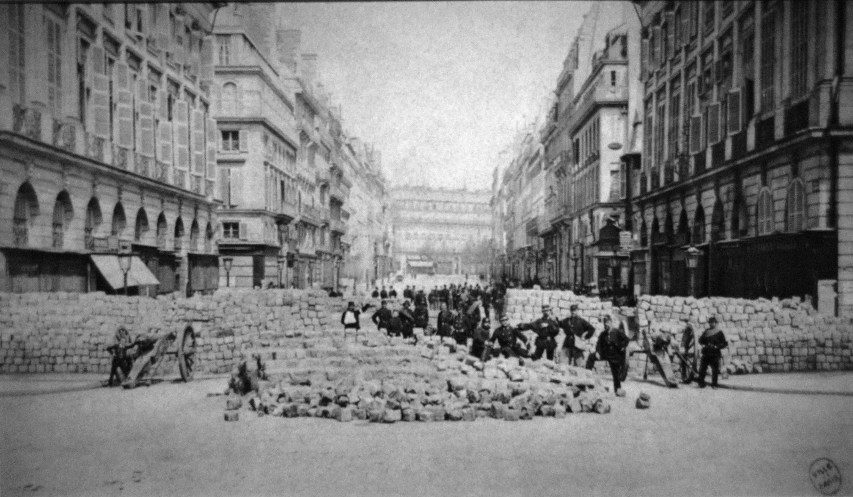 Barricade_place_Vendome_Commune_Paris_18