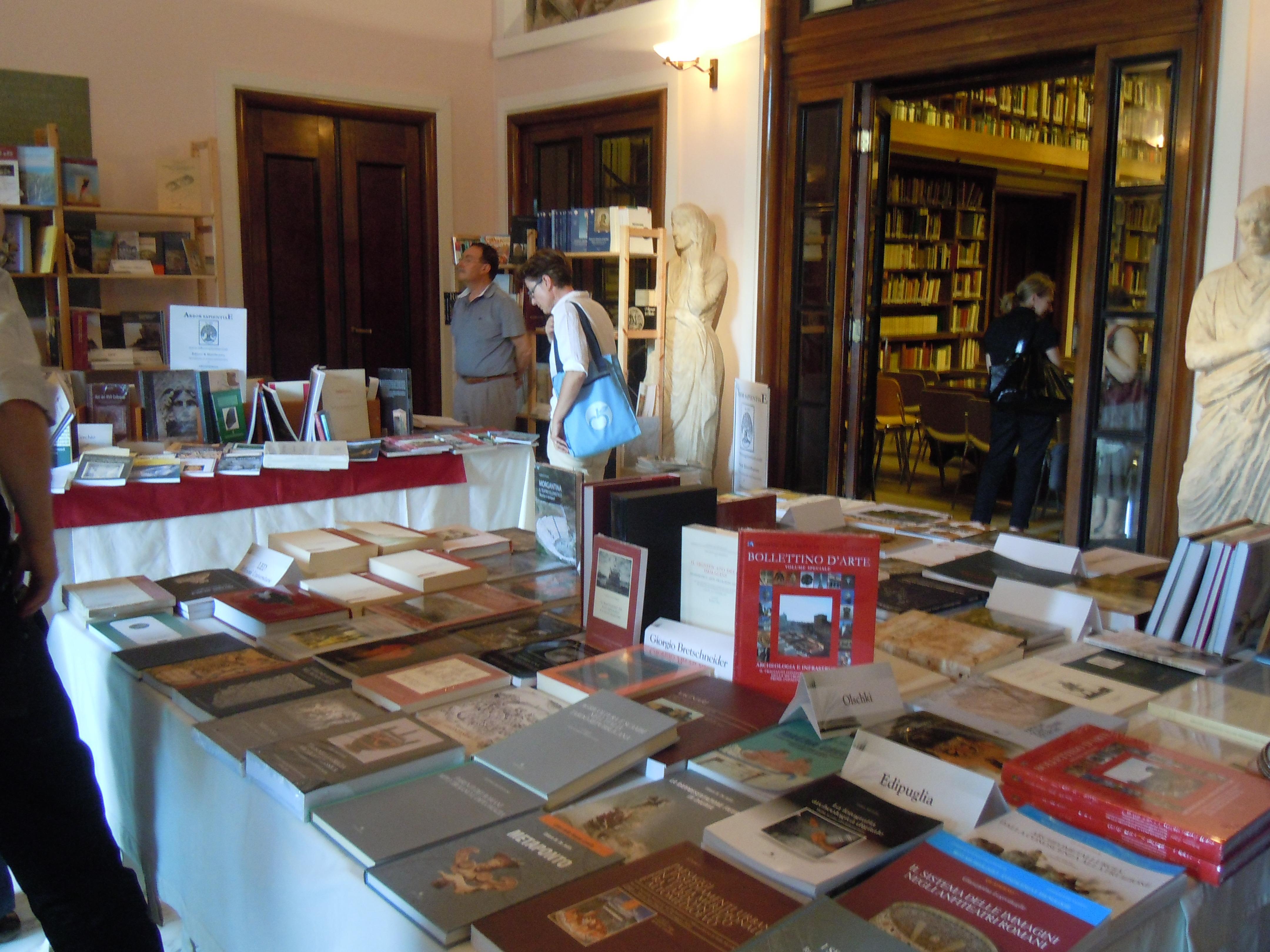 File:Biblioarché al Koninklijk Nederlands Instituut Rome - Ediarché ...