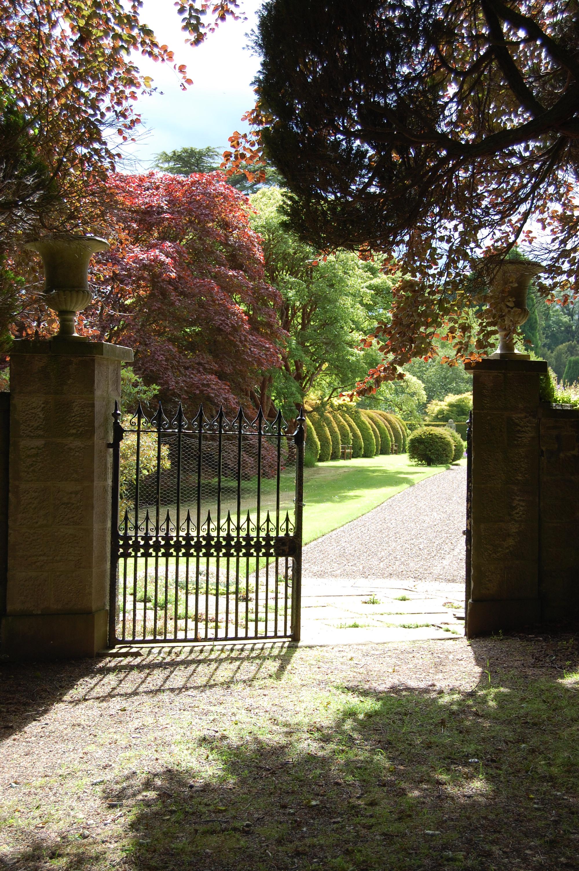 File Brechin Castle Garden Gate Jpg Wikimedia Commons