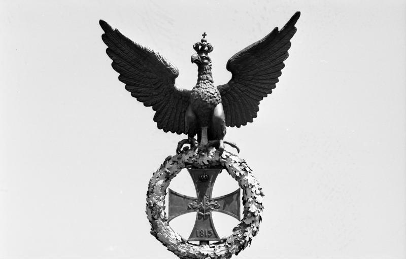 Datei Bundesarchiv B 145 Bild F088693 0013 Berlin Quadriga Eisernes Kreuz Jpg Wikipedia