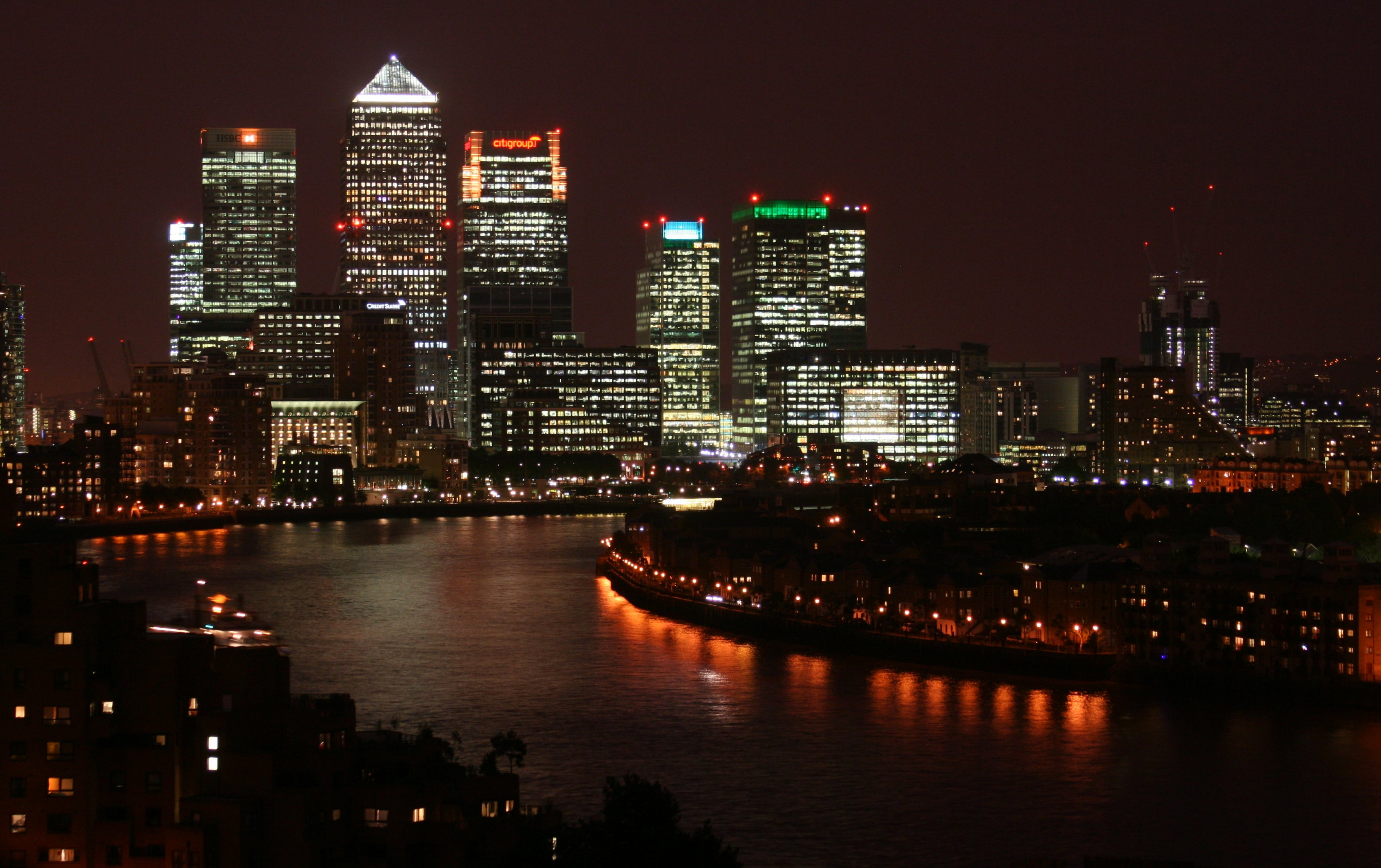 Canary_Wharf_at_night,_from_Shadwell.jpg