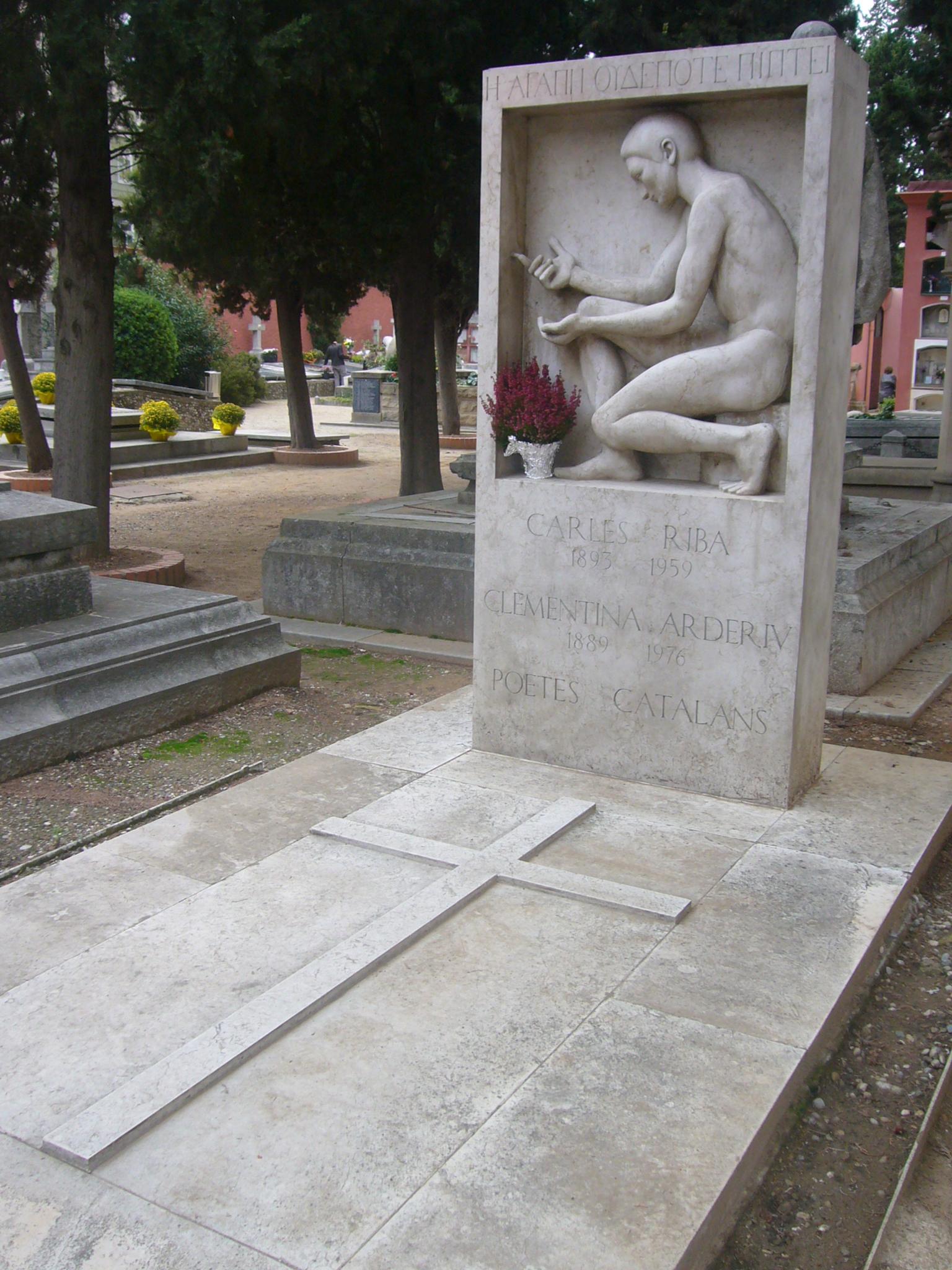 Tumba de Carles Riba y Clementina Arderiu en el Cementerio de Sarriá.