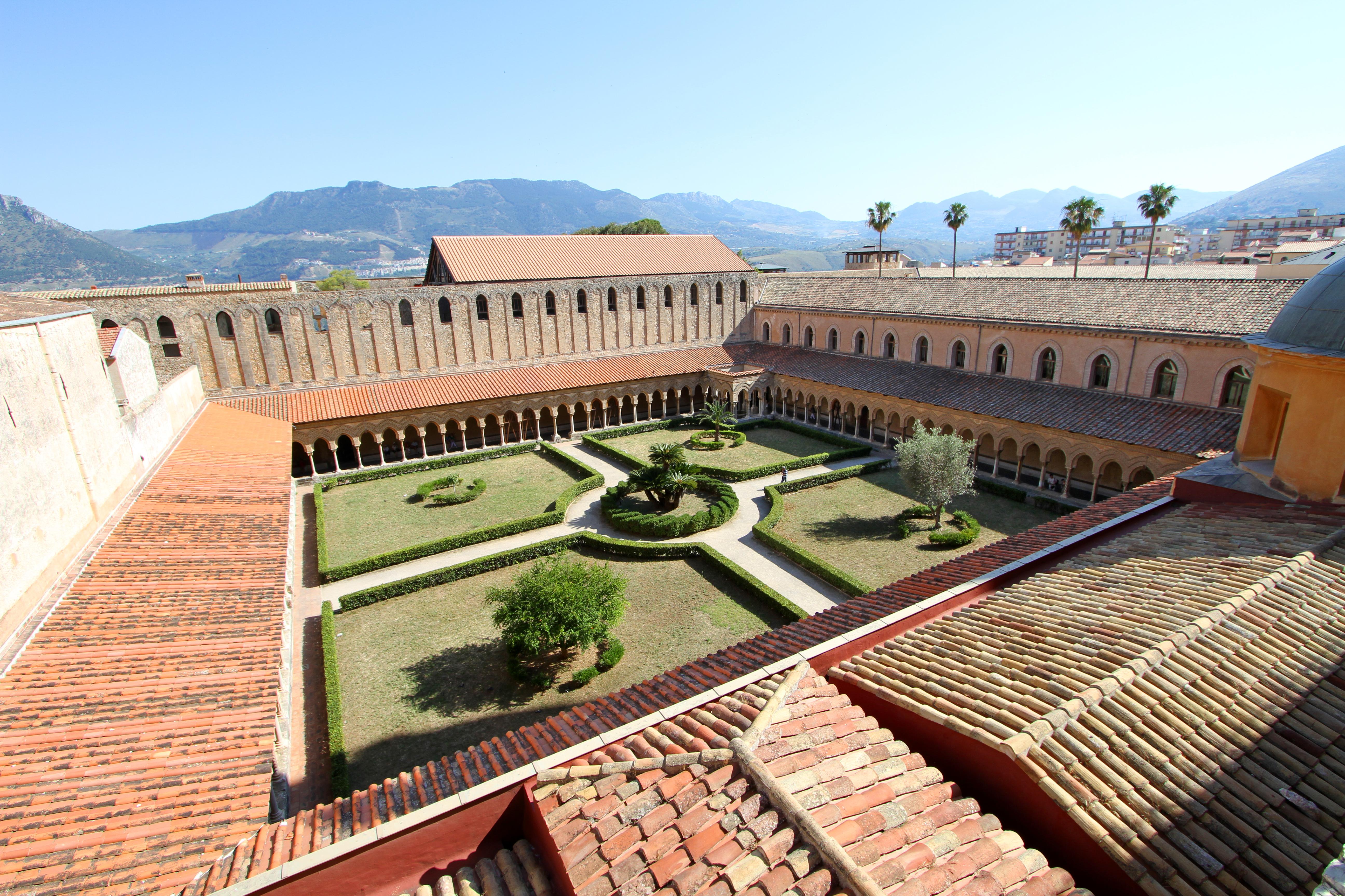 File:Duomo di Monreale, vista dalle terrazze sul chiostro ...
