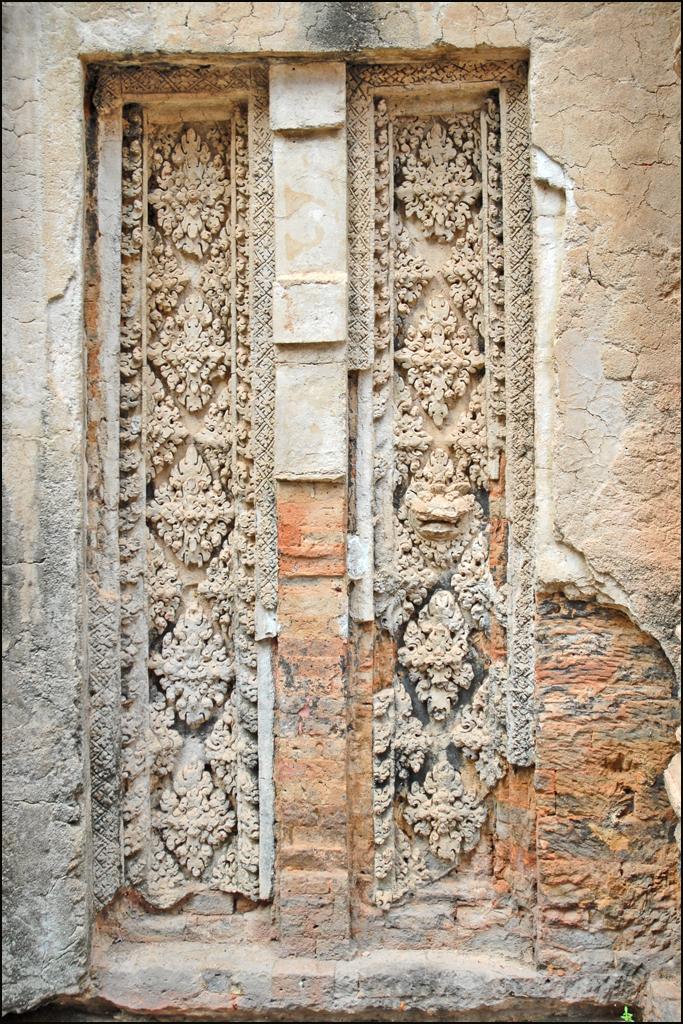 File fausse porte du temple preah k angkor 6821828786 for Decoration fausse porte
