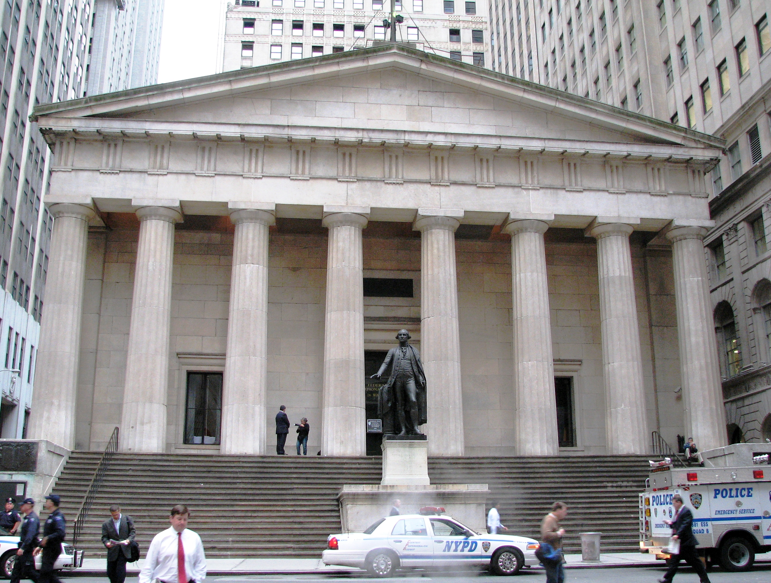Description Federal Hall front.jpg