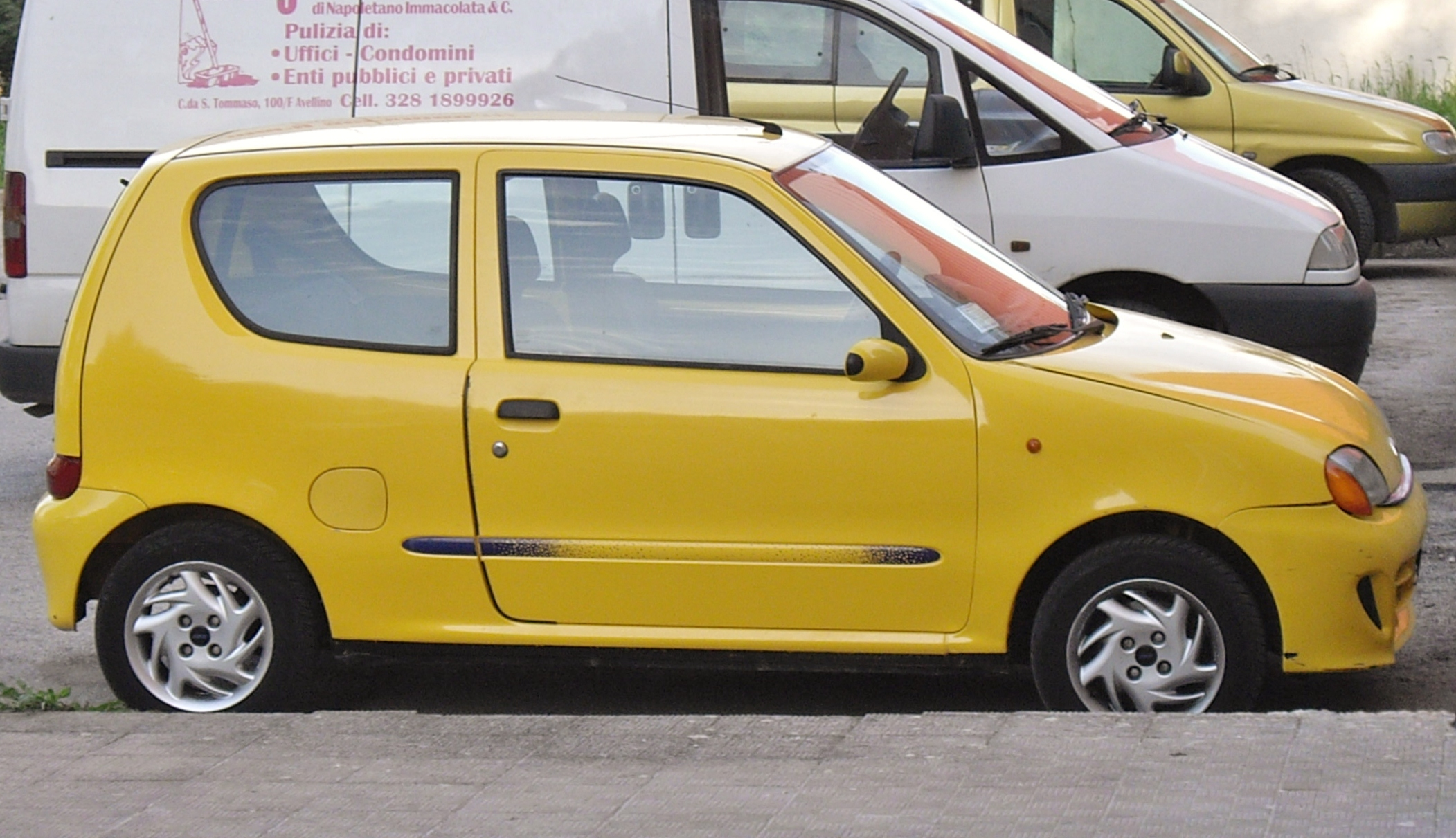 File:Fiat Seicento Sporting Yellow.jpg - Wikimedia Commons