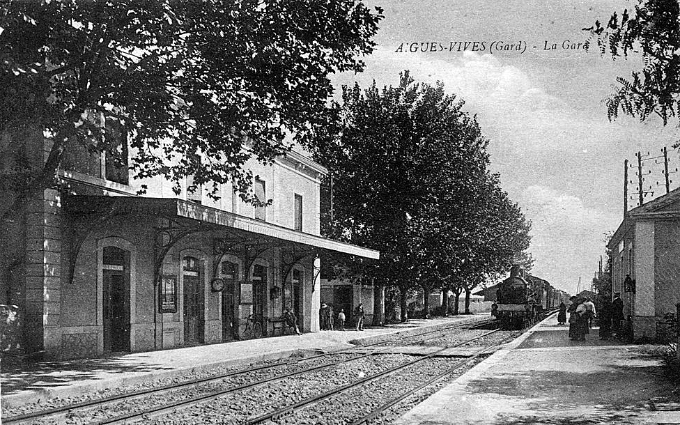 File gare aigues vives int rieur wikimedia commons for Interieur 1900