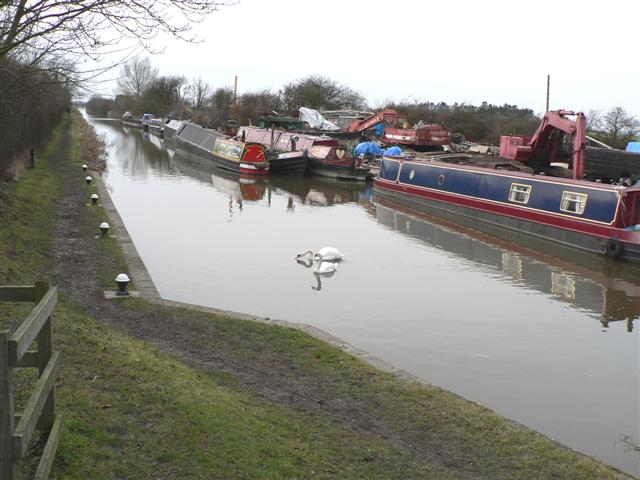 Grand Union Canal below Puttenham Lock - geograph.org.uk - 135955