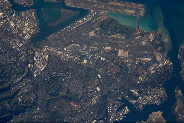 File:Honolulu (satellite photograph - 22 12 2009).jpg