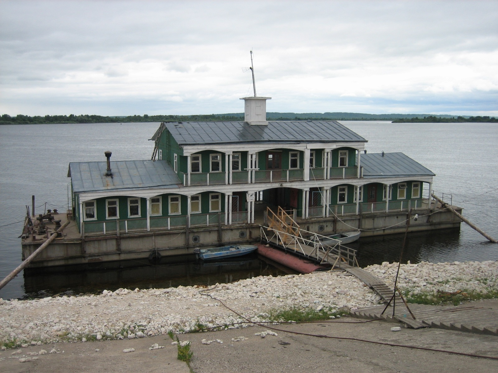 Building A Barge House