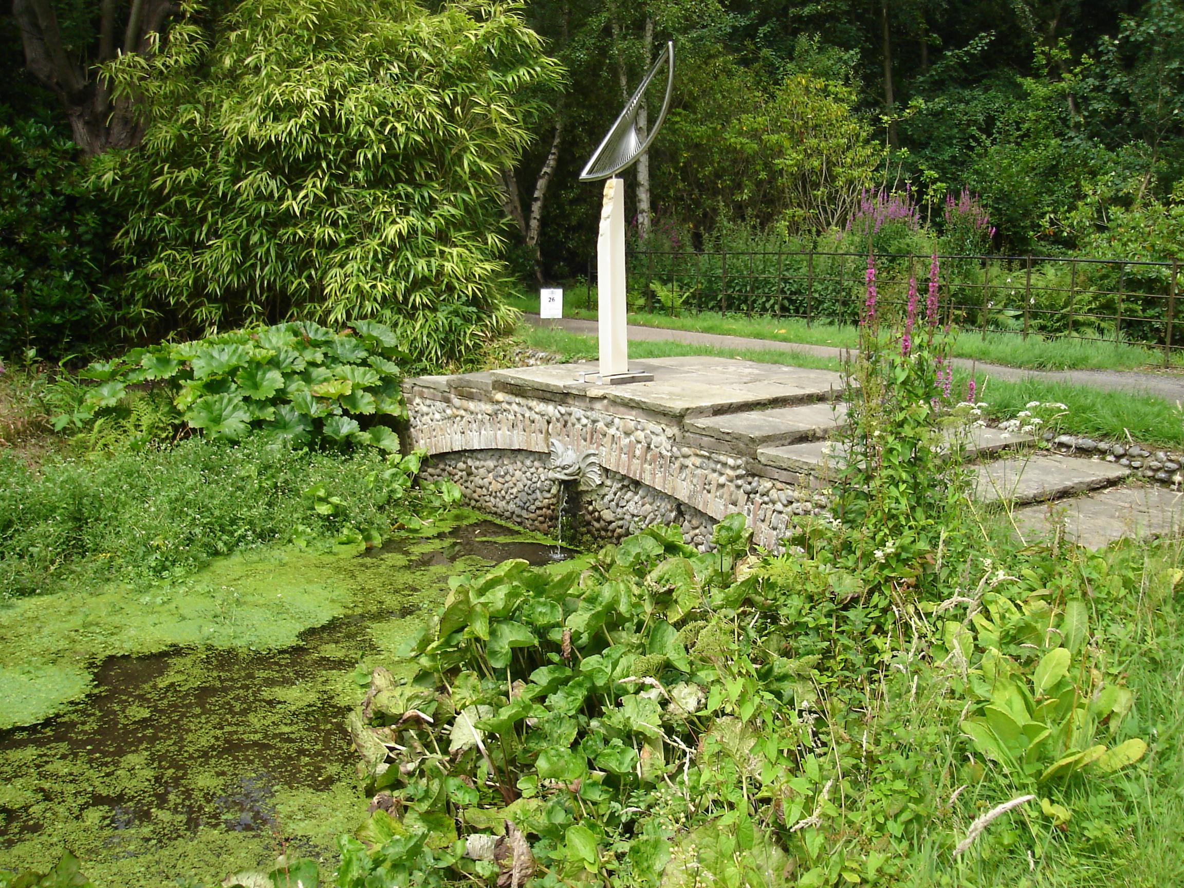 File Hoveton Hall Gardens Stone Bridge Jpg Wikimedia Commons