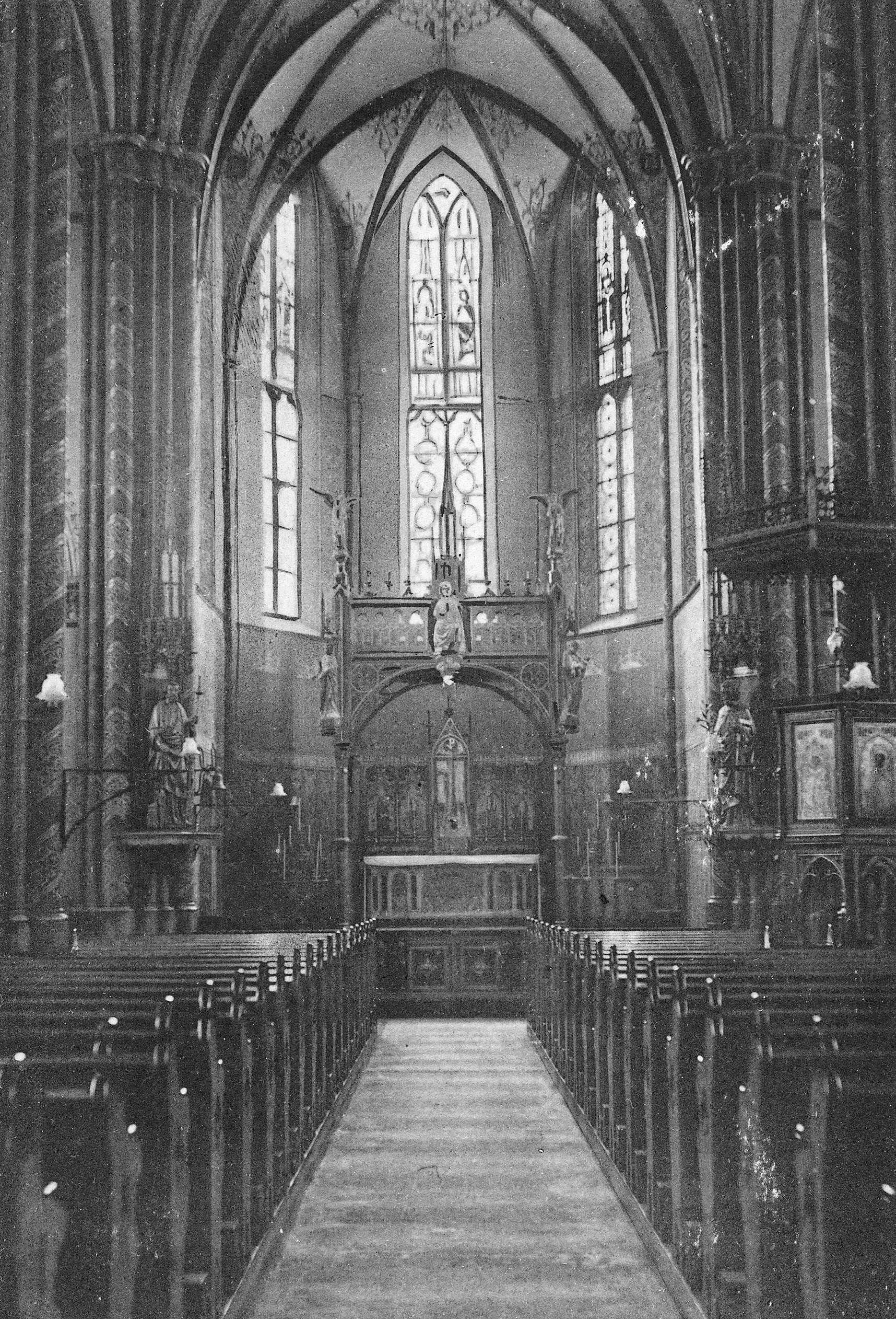 File interieur r k kerk wikimedia commons for Interieur 407