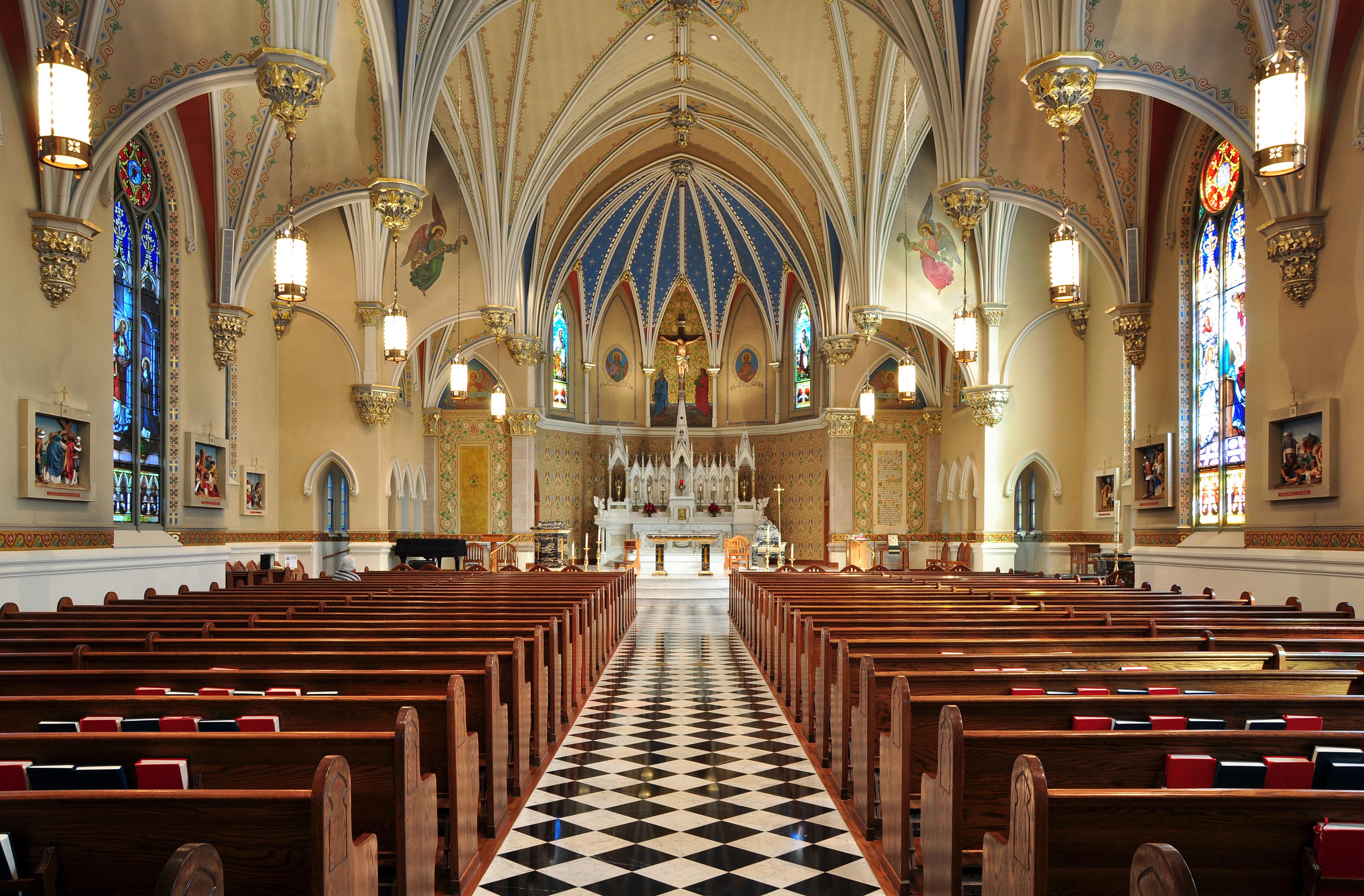 File:Interior of St Andrew's Catholic Church in Roanoke ...