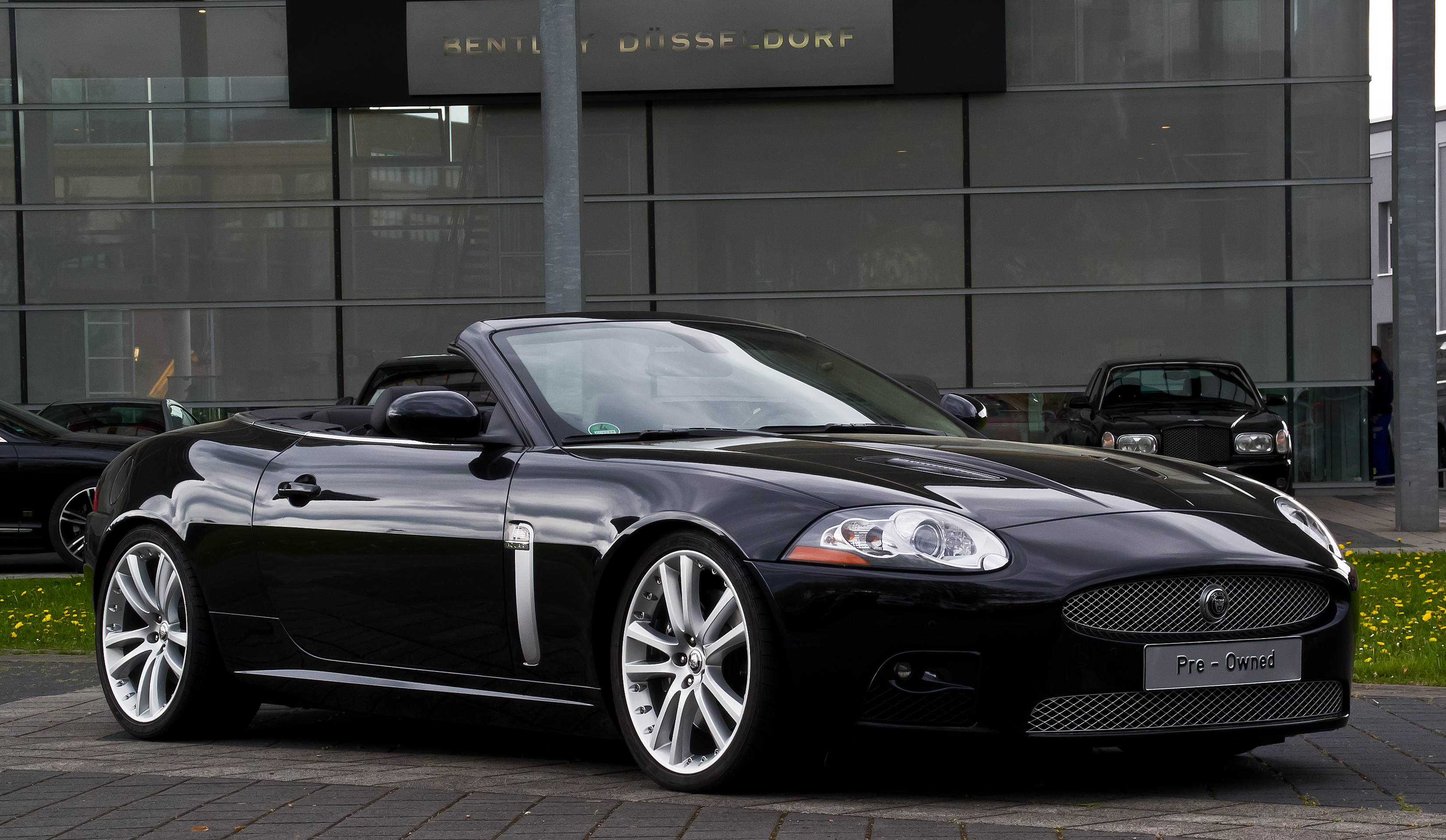 file jaguar xkr cabriolet x150 frontansicht 10 mai 2013 d wikimedia commons. Black Bedroom Furniture Sets. Home Design Ideas
