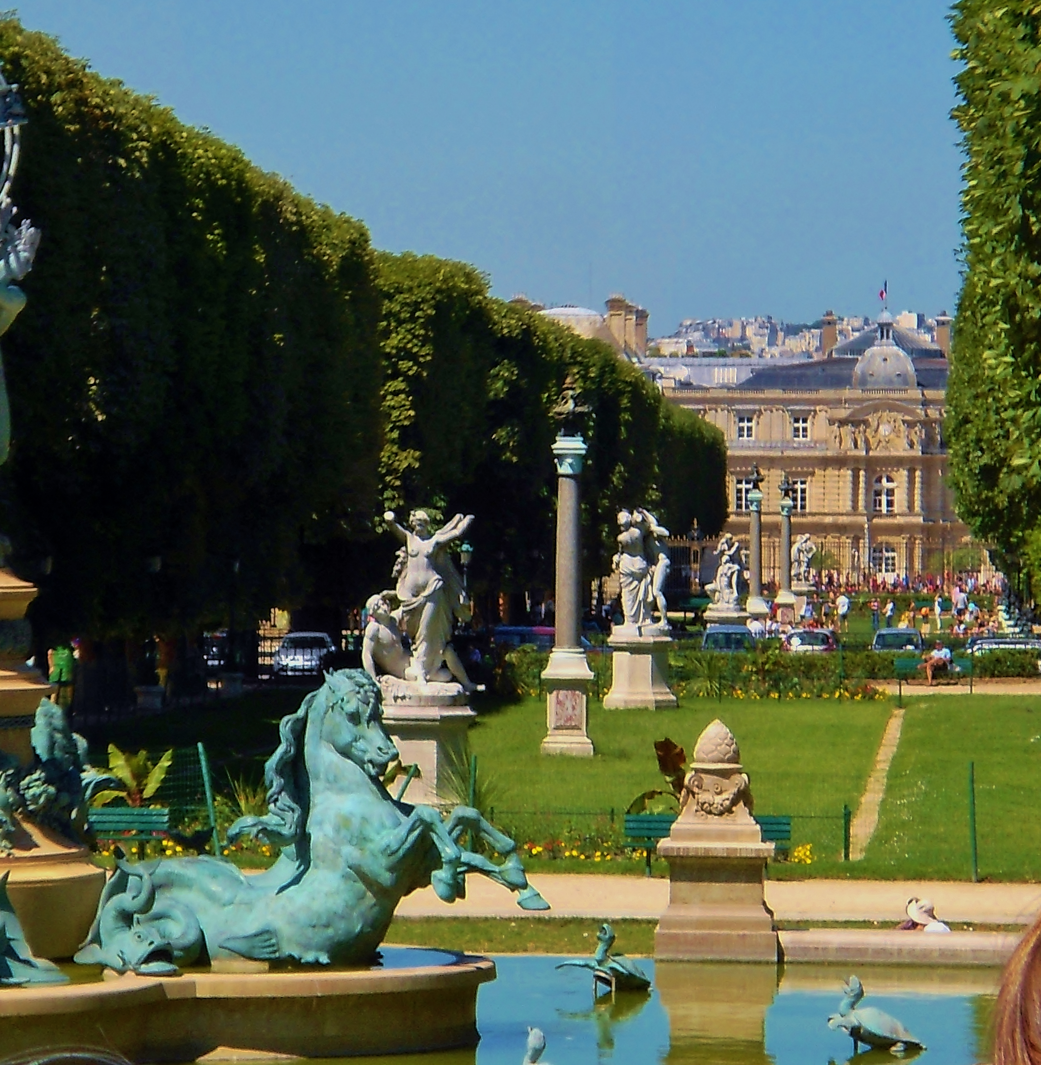 File:Jardin Marco-Polo, Paris 26 June 2011.jpg - Wikimedia Commons